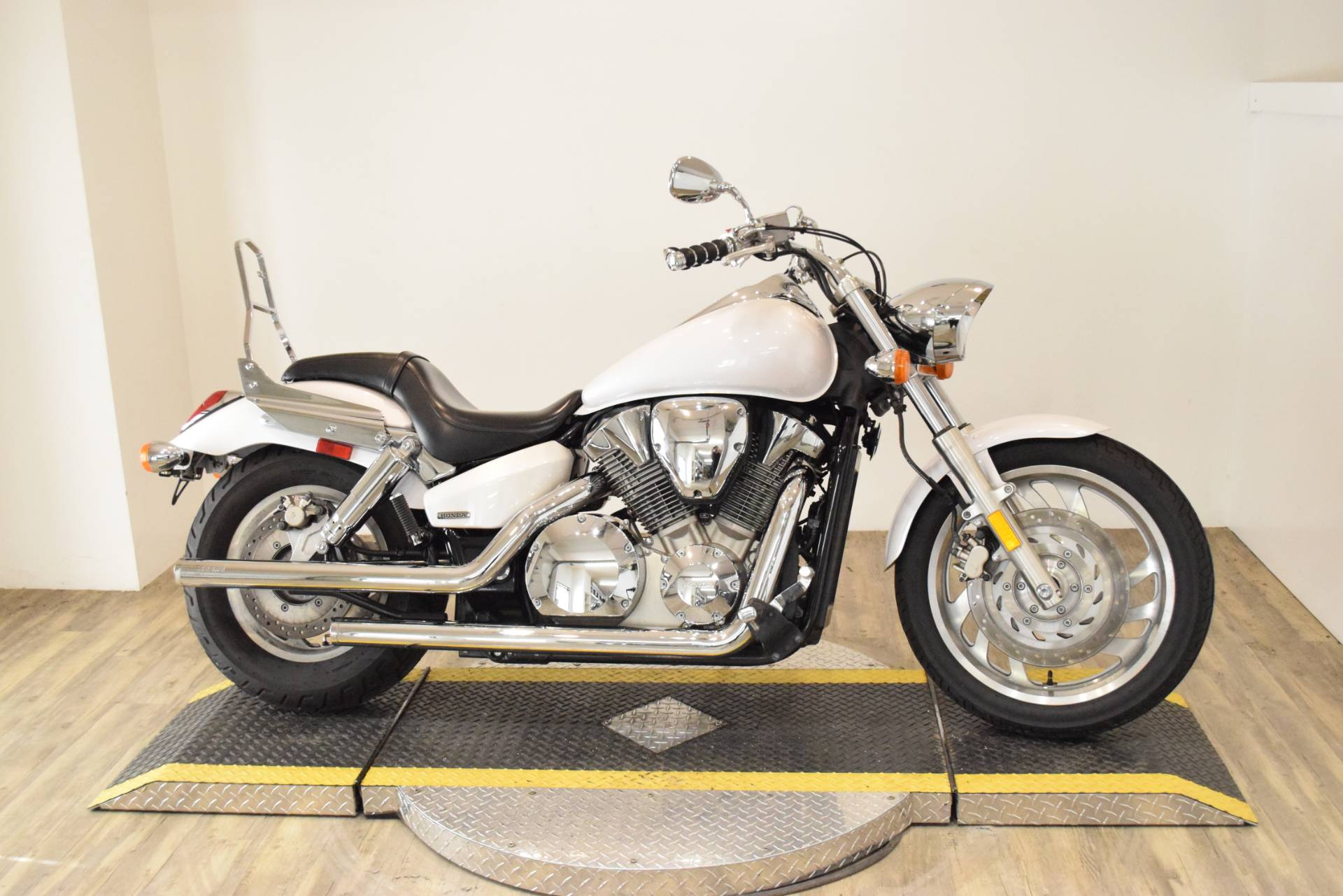 2007 Honda VTX 1300 in Wauconda, Illinois - Photo 1