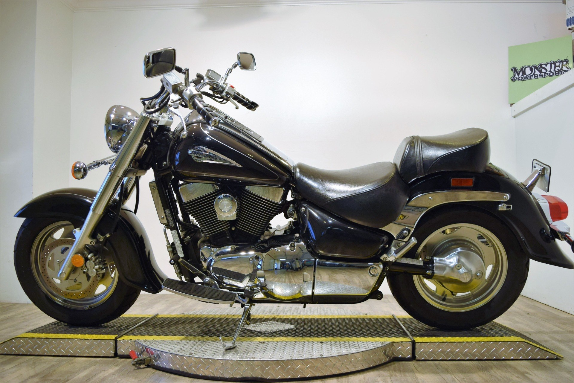 2002 Suzuki Intruder 1500 in Wauconda, Illinois