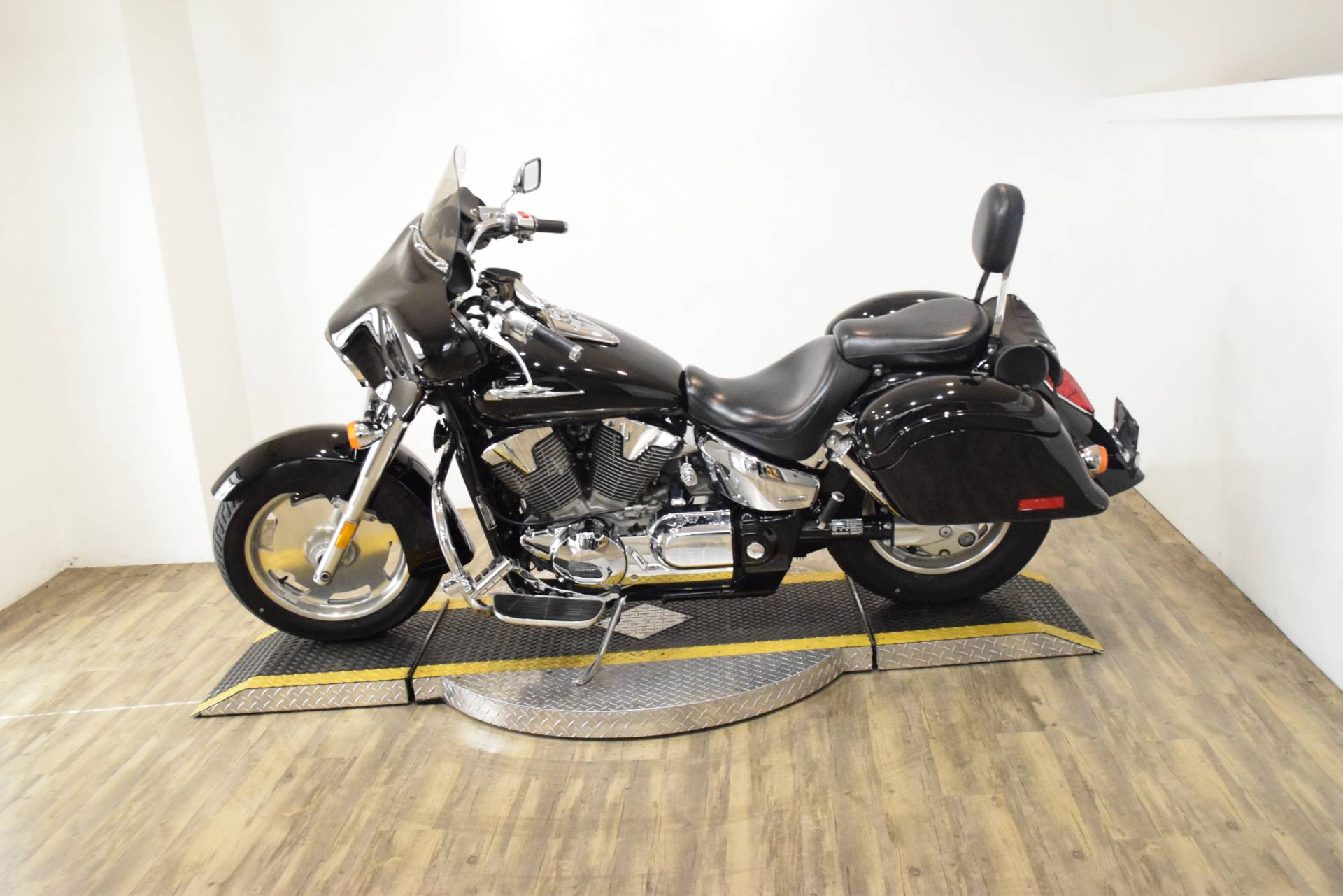 2007 Honda VTX1300R in Wauconda, Illinois