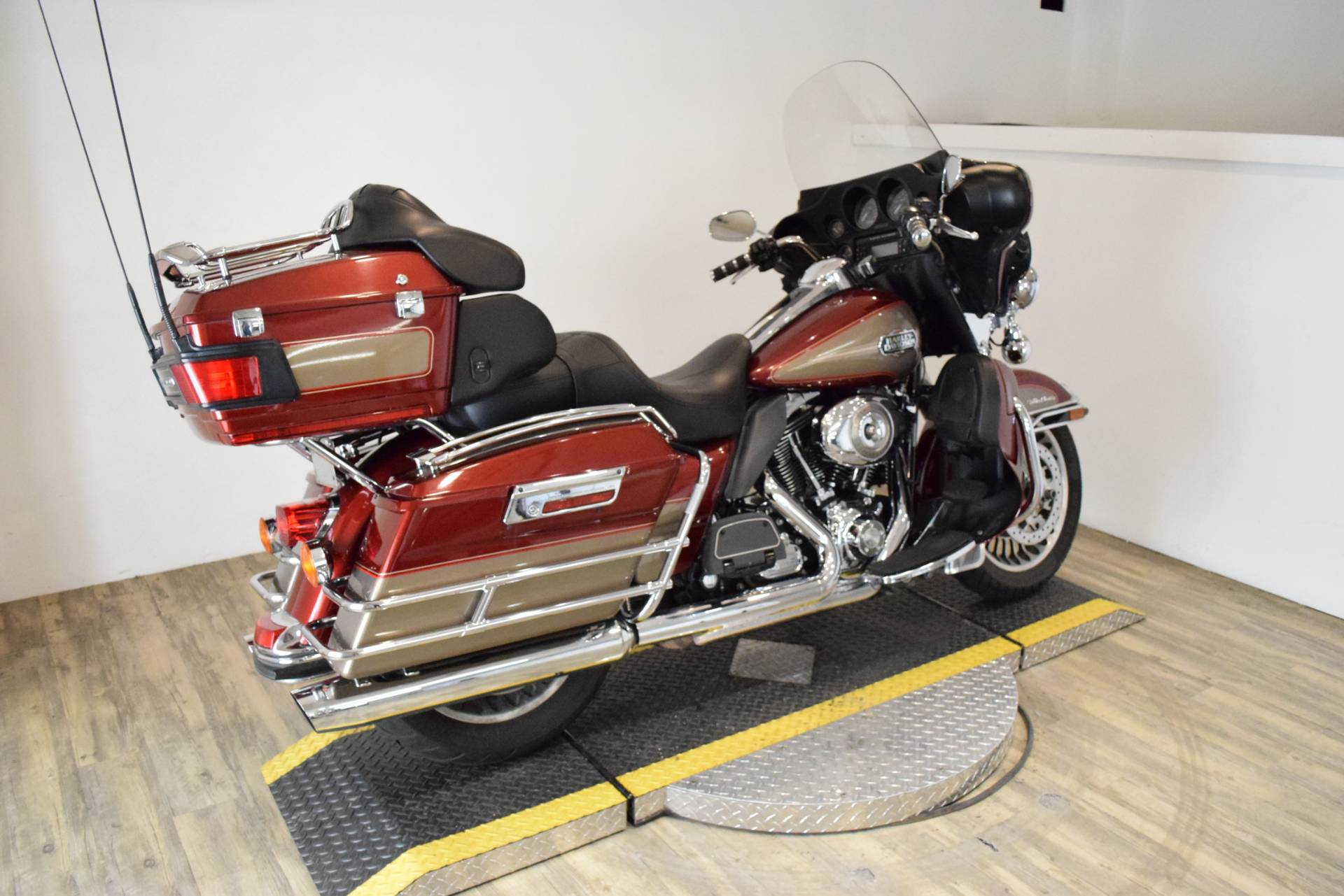 2009 Harley-Davidson Ultra Classic® Electra Glide® in Wauconda, Illinois - Photo 11