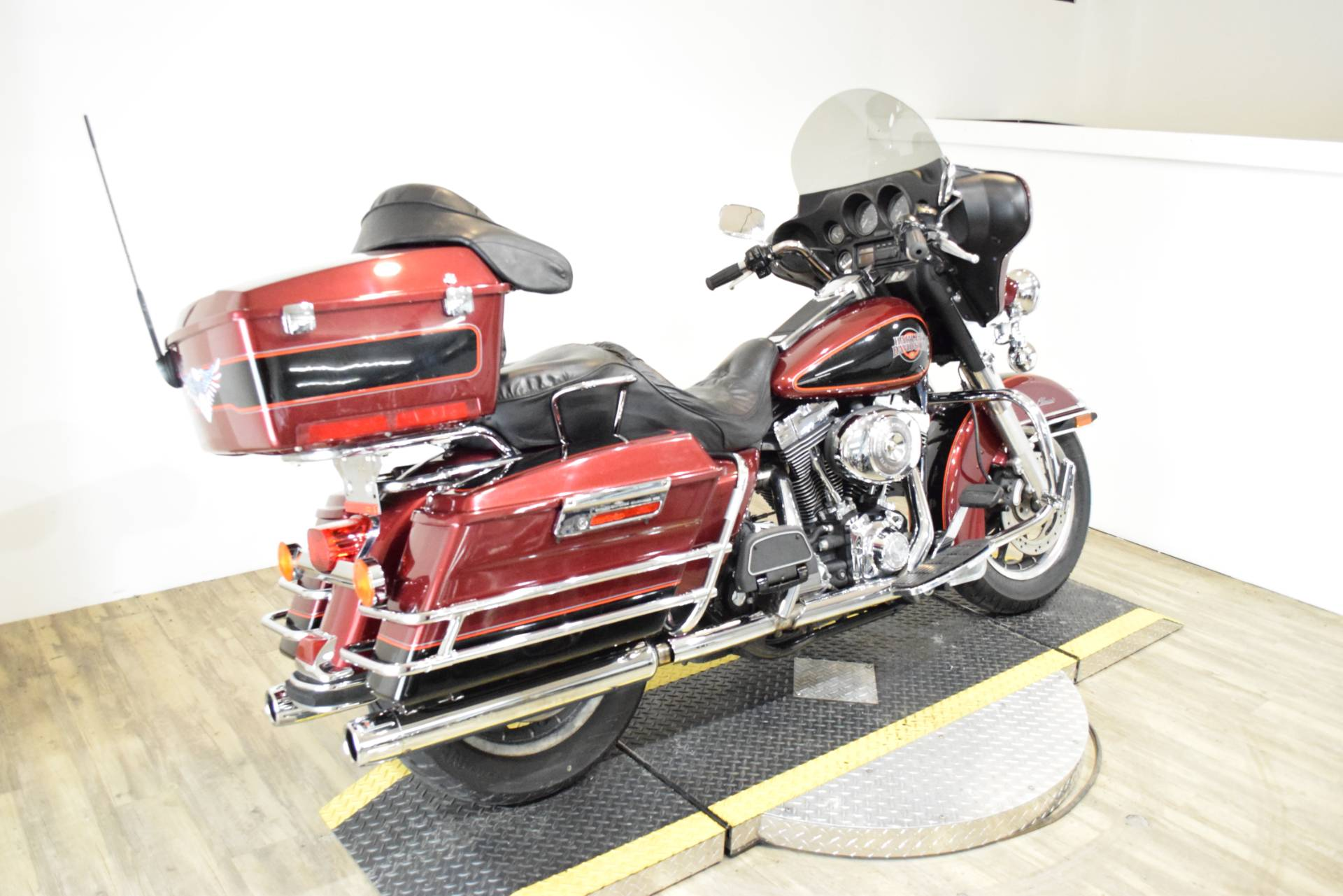 2002 Harley-Davidson FLHTC/FLHTCI Electra Glide® Classic in Wauconda, Illinois - Photo 11