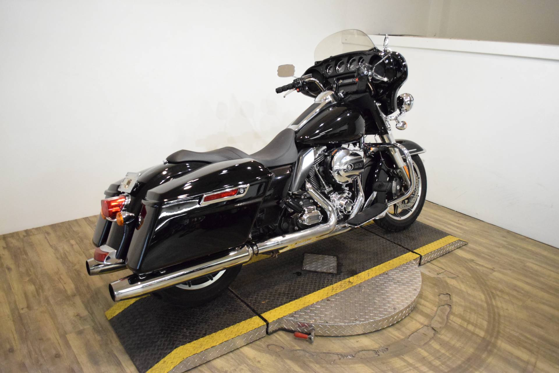 2015 Harley-Davidson Police Electra Glide® in Wauconda, Illinois - Photo 9