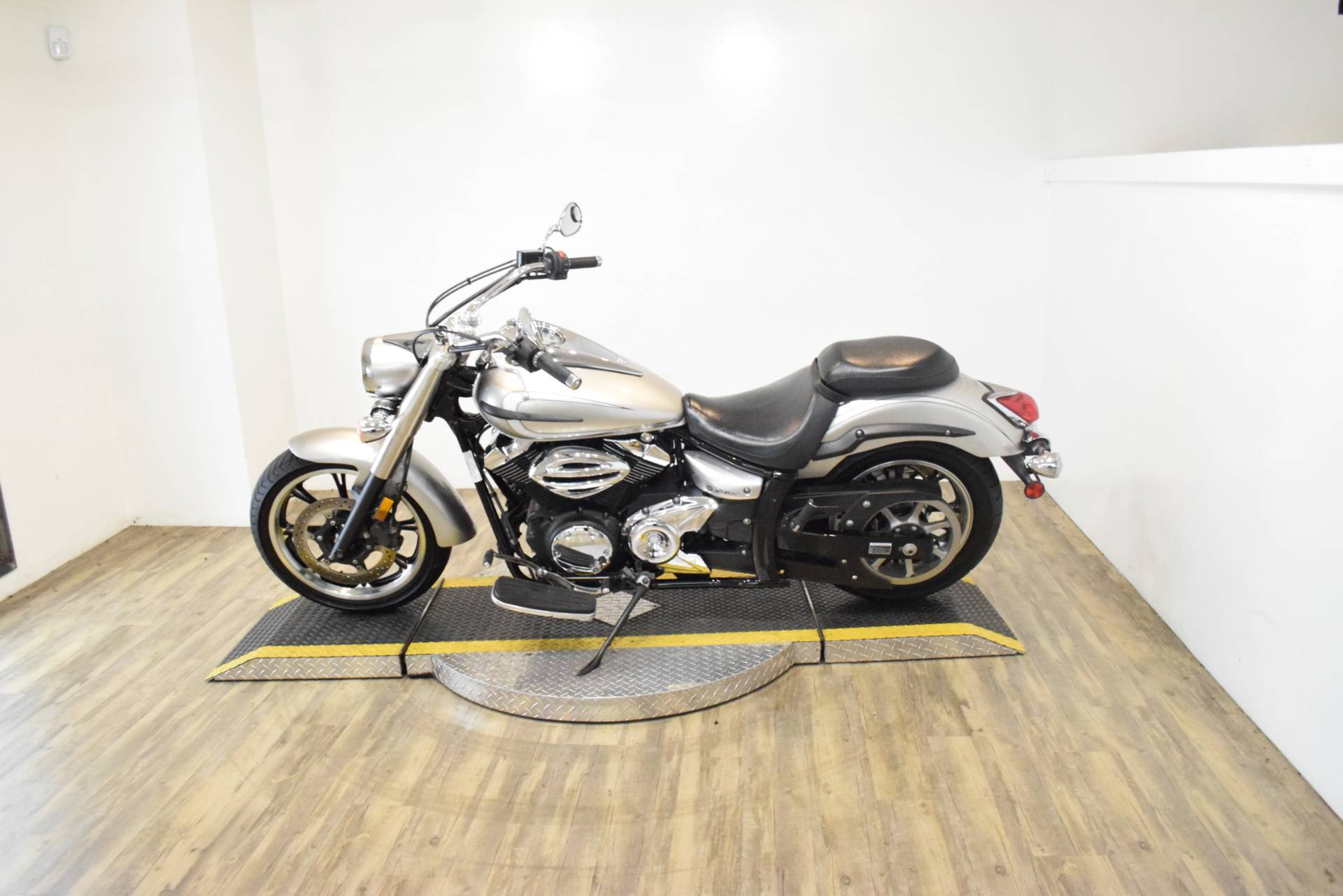 2012 Yamaha V Star 950  in Wauconda, Illinois - Photo 16