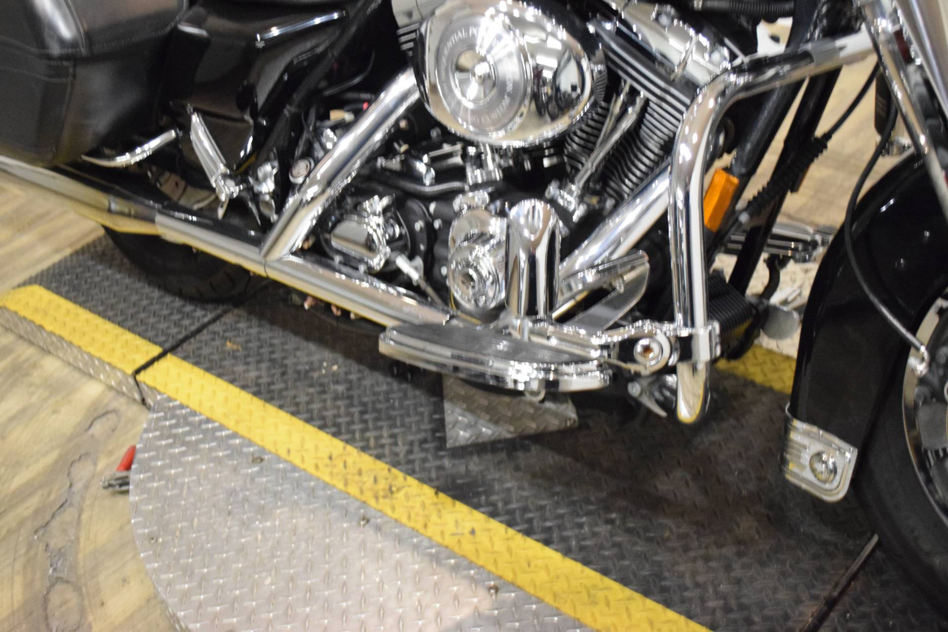 2004 Harley-Davidson FLHRS/FLHRSI Road King® Custom in Wauconda, Illinois - Photo 4