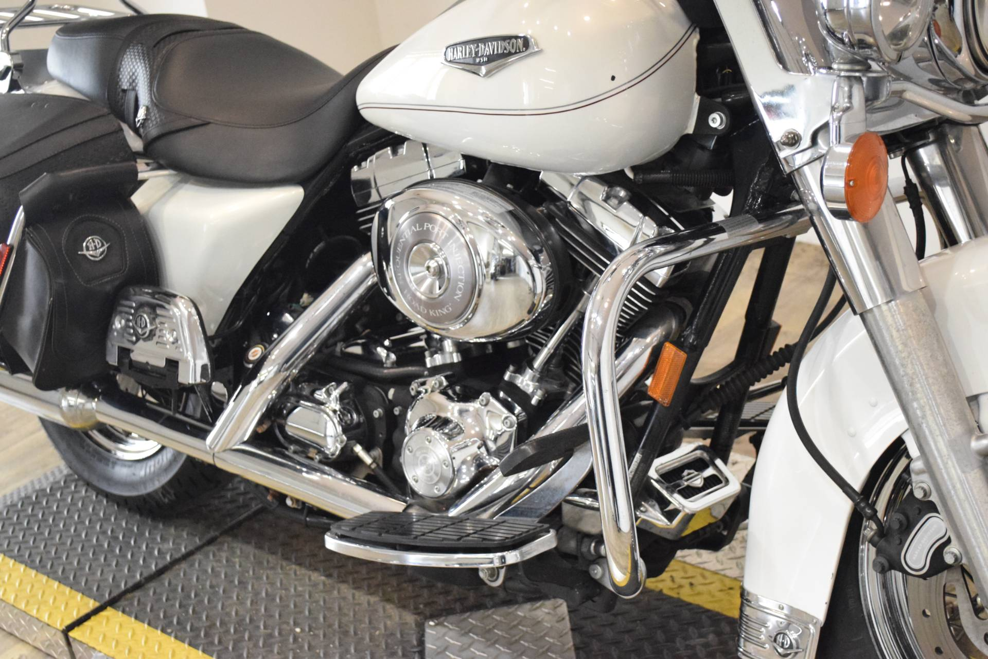 2002 Harley-Davidson FLHRCI Road King® Classic in Wauconda, Illinois - Photo 4