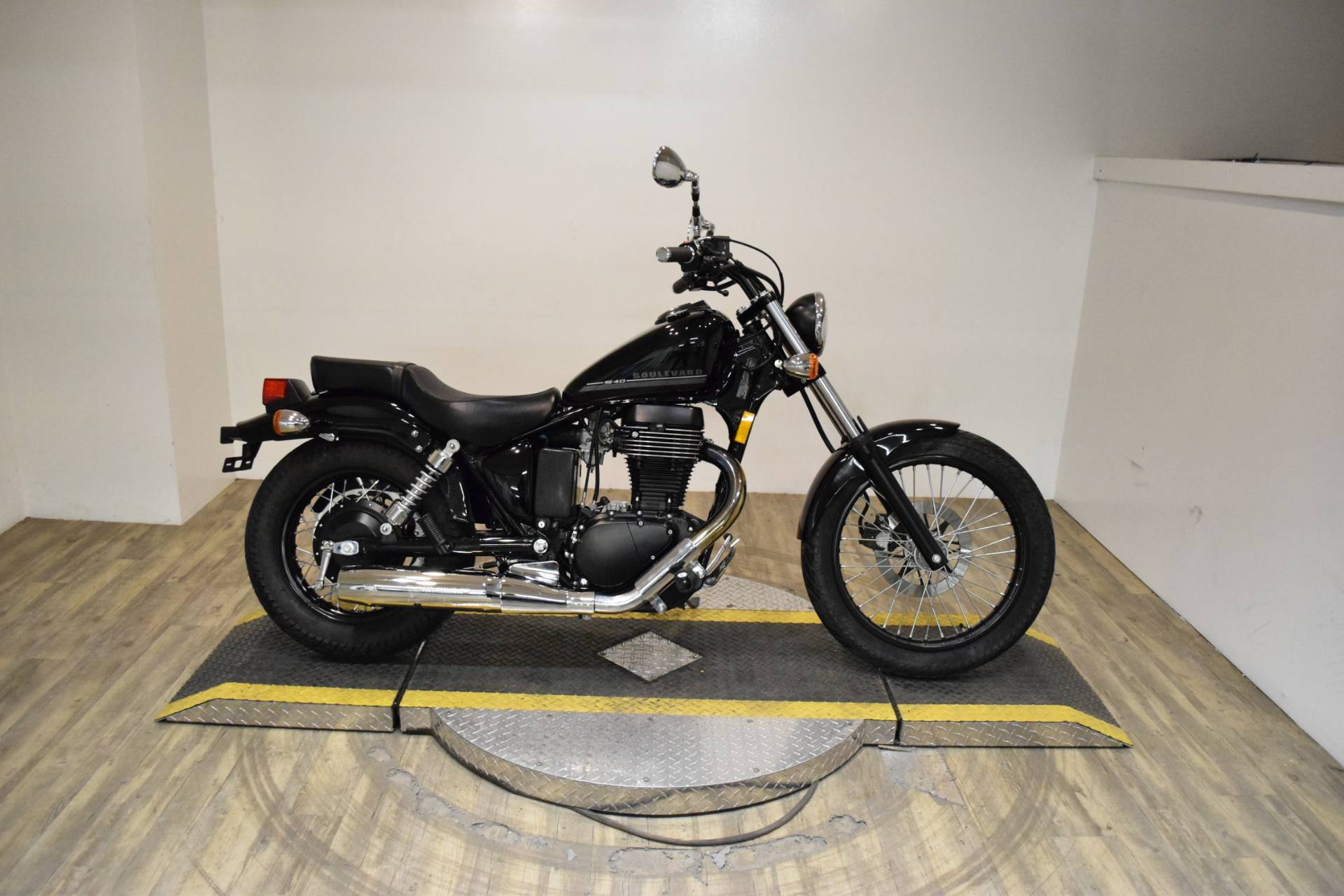 2017 Suzuki Boulevard S40 in Wauconda, Illinois - Photo 1