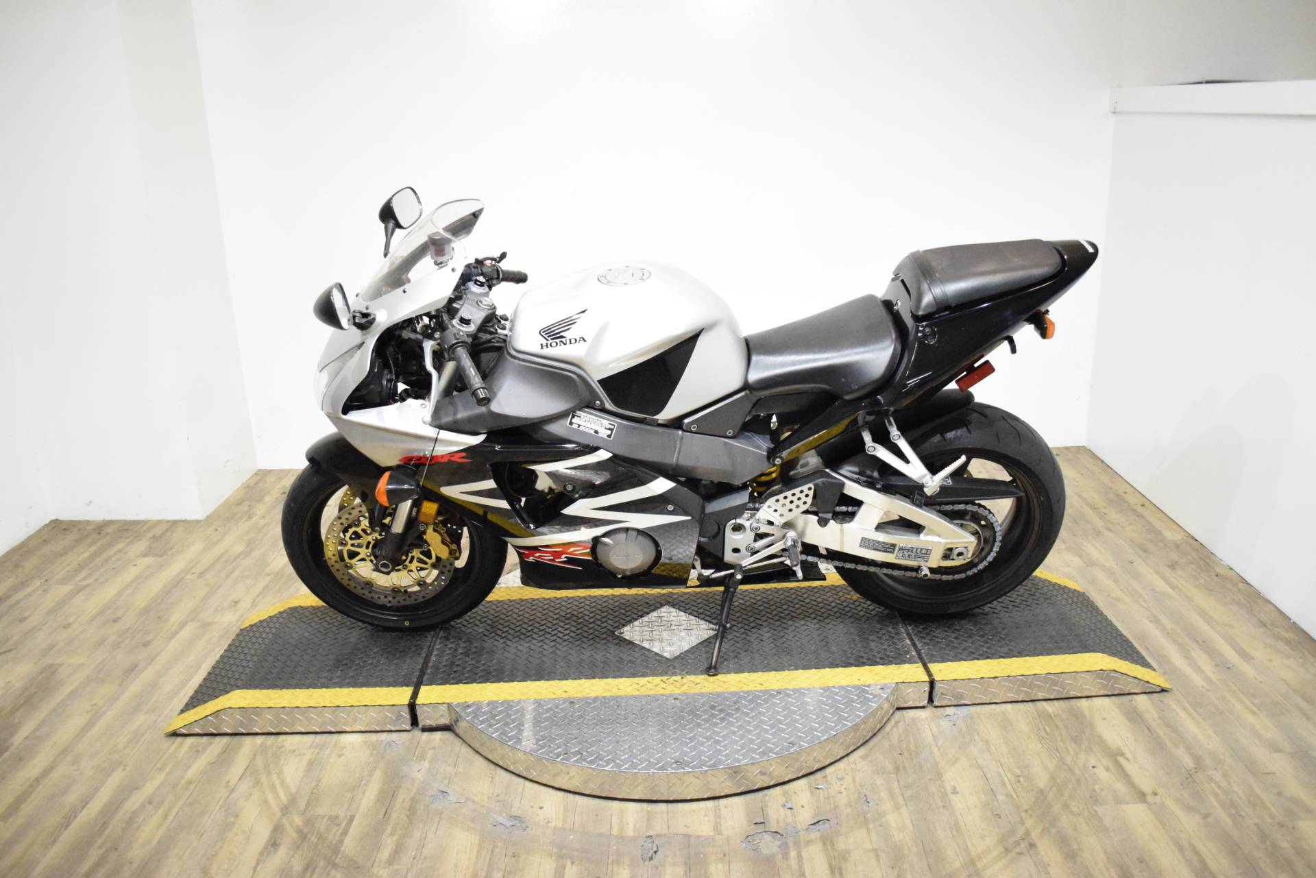 2002 Honda CBR954RR in Wauconda, Illinois - Photo 15