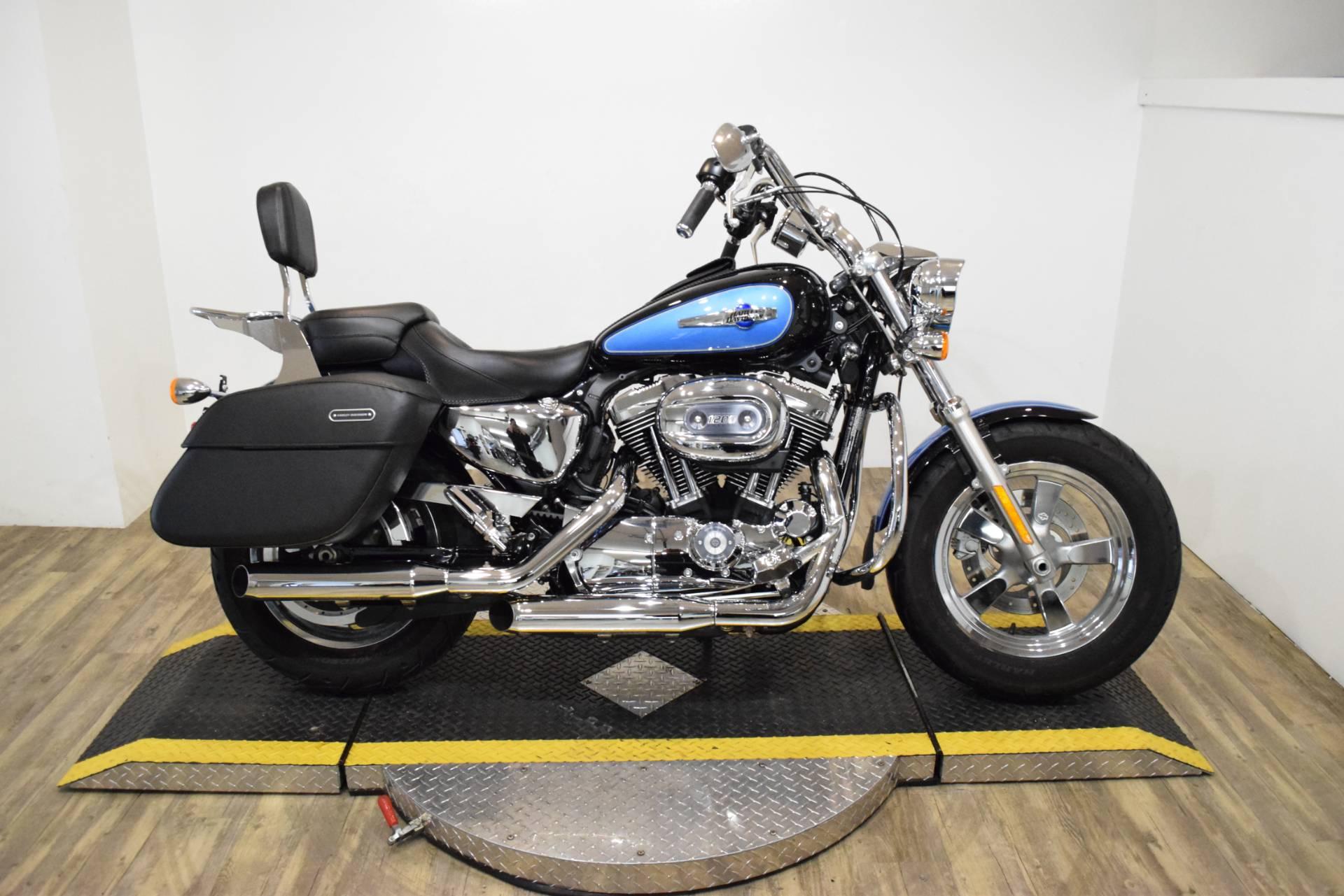 2012 Harley-Davidson XL1200C 1