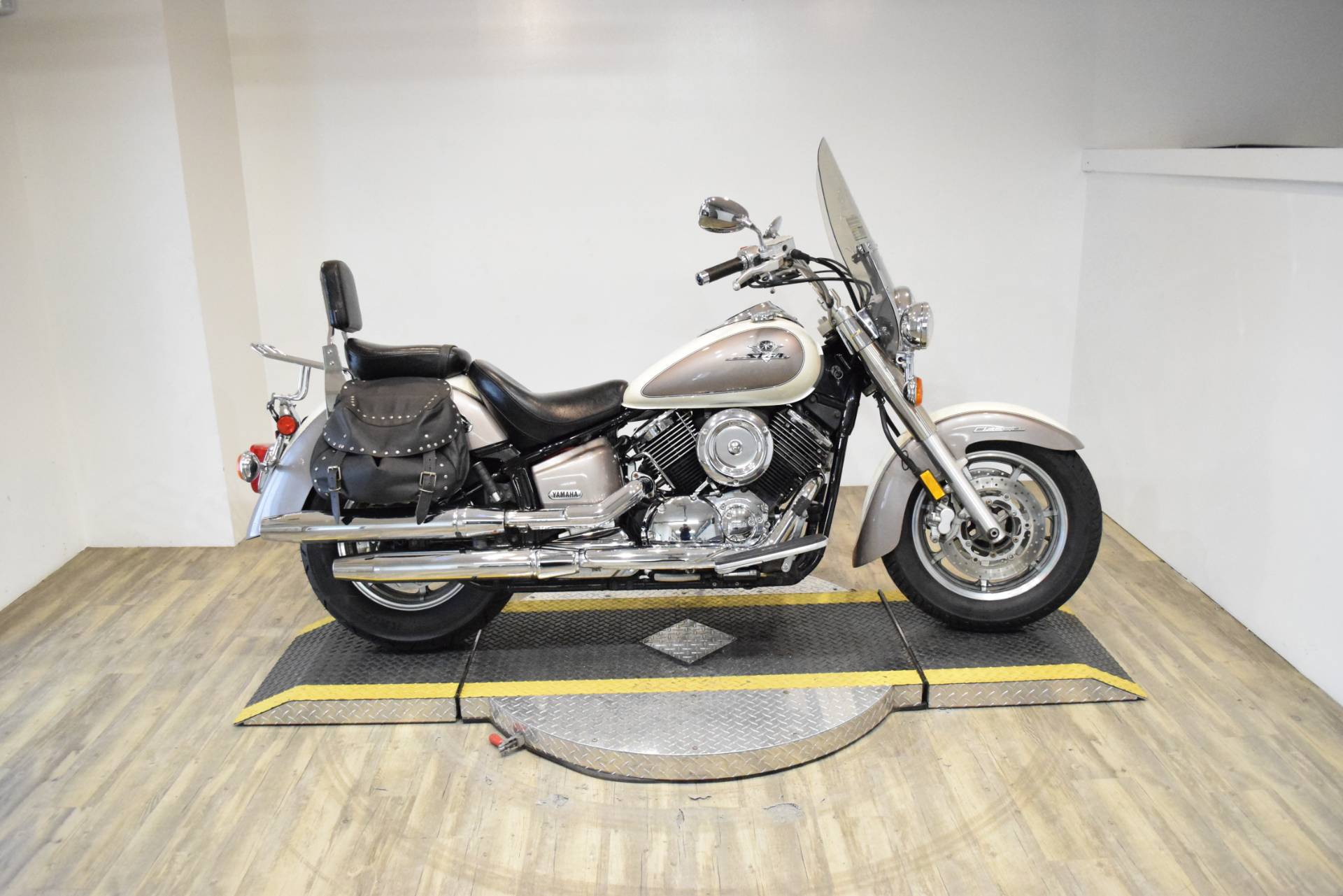 2003 Yamaha V Star 1100 Classic in Wauconda, Illinois - Photo 1