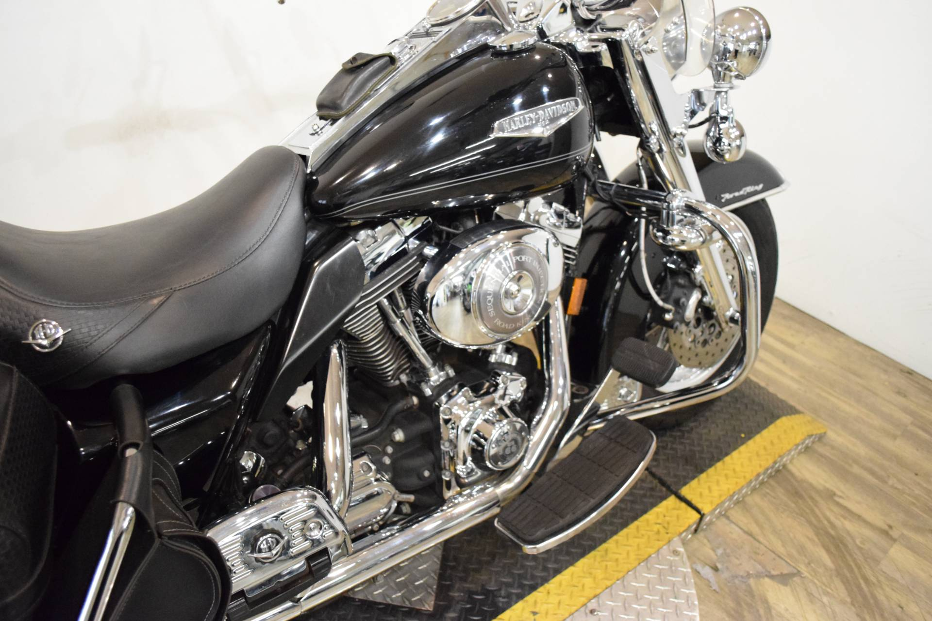 2005 Harley-Davidson FLHRCI Road King® Classic in Wauconda, Illinois - Photo 6