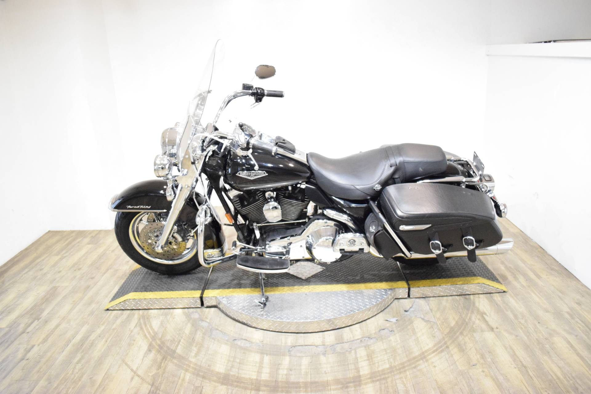 2005 Harley-Davidson FLHRCI Road King® Classic in Wauconda, Illinois - Photo 15