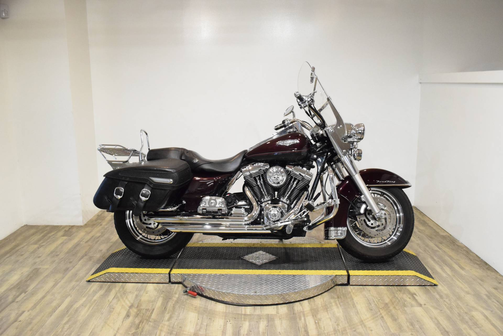 2005 Harley-Davidson FLHRS/FLHRSI Road King Custom 1
