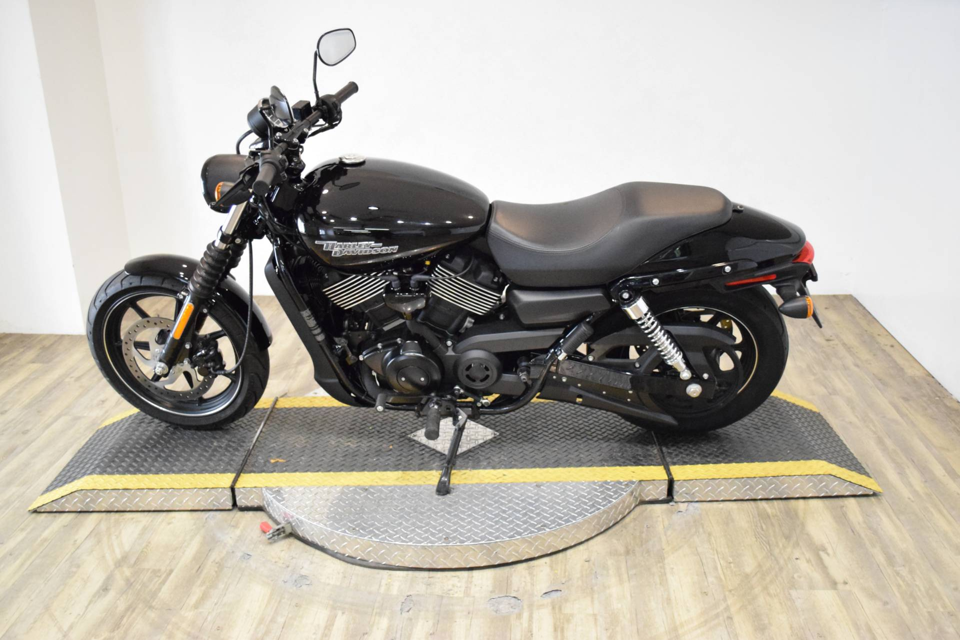 2017 Harley-Davidson Street® 750 in Wauconda, Illinois - Photo 16