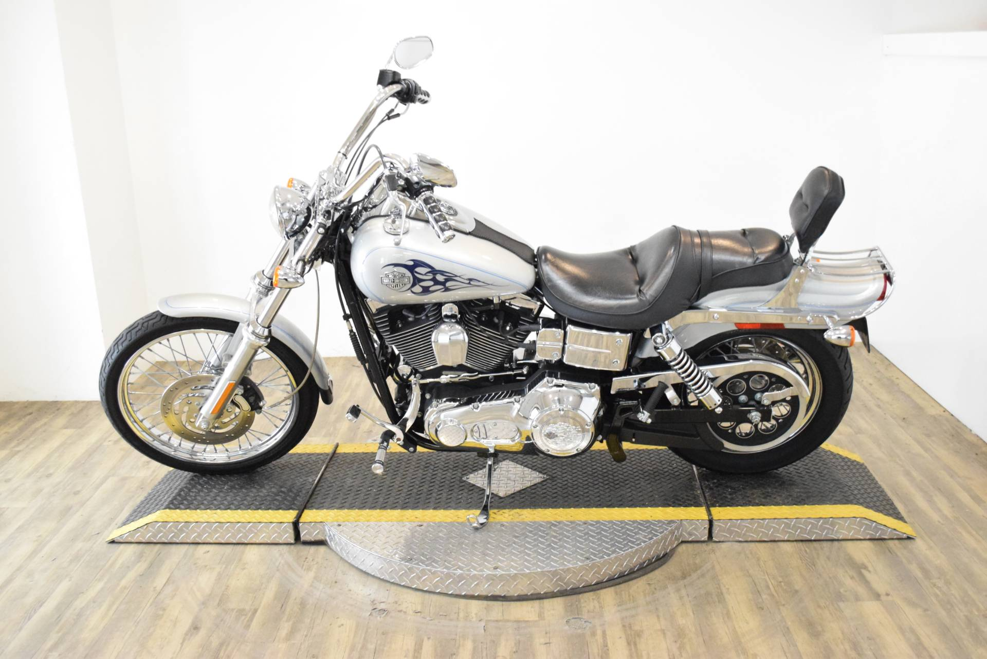 2004 Harley-Davidson FXDWG/FXDWGI Dyna Wide Glide® in Wauconda, Illinois - Photo 16