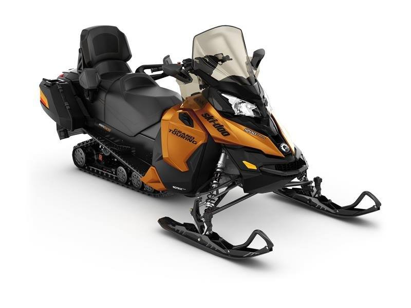 2017 Ski-Doo Grand Touring SE 1200 4-TEC in Findlay, Ohio