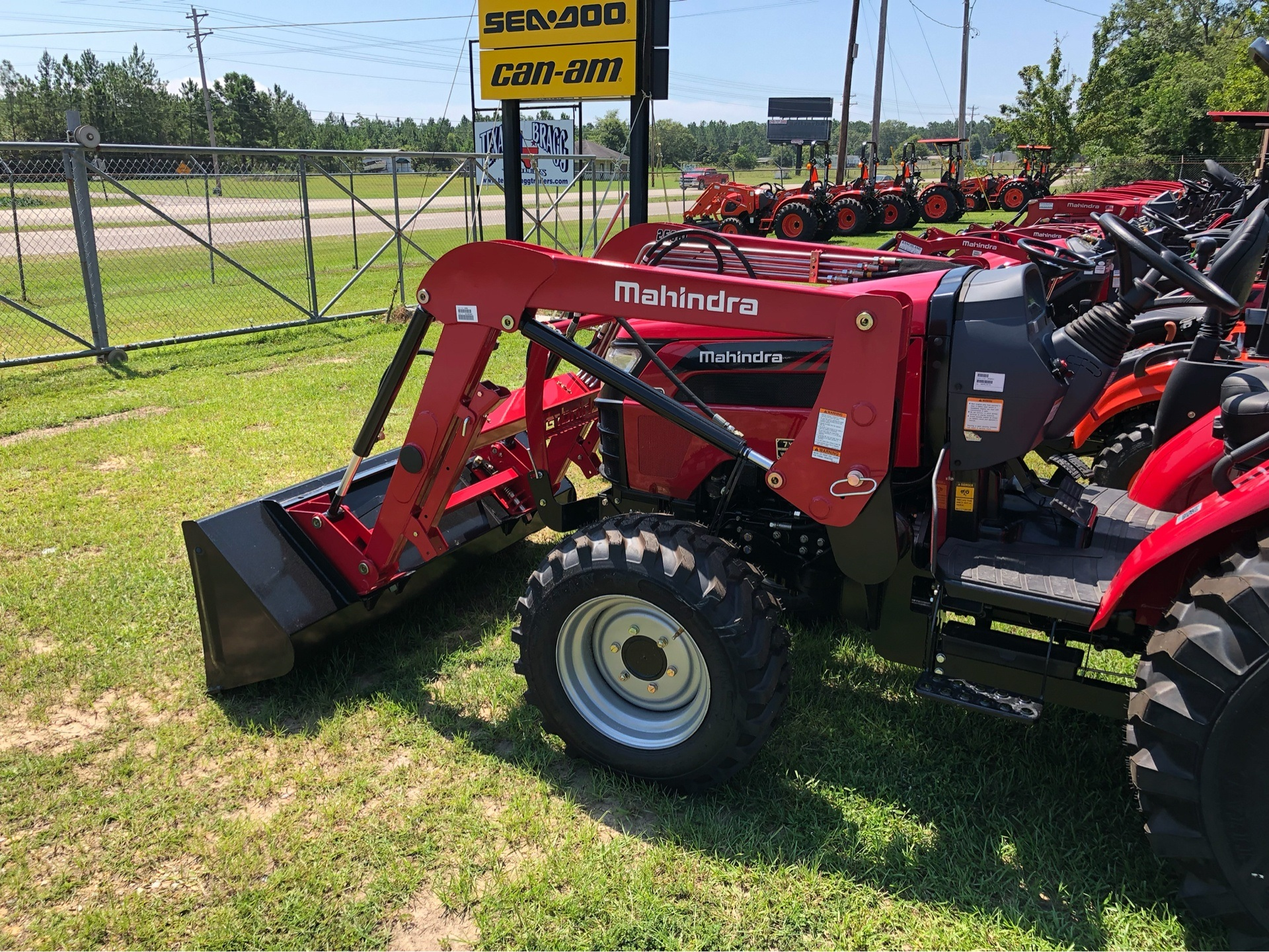 2019 Mahindra 2638 HST in Saucier, Mississippi - Photo 3