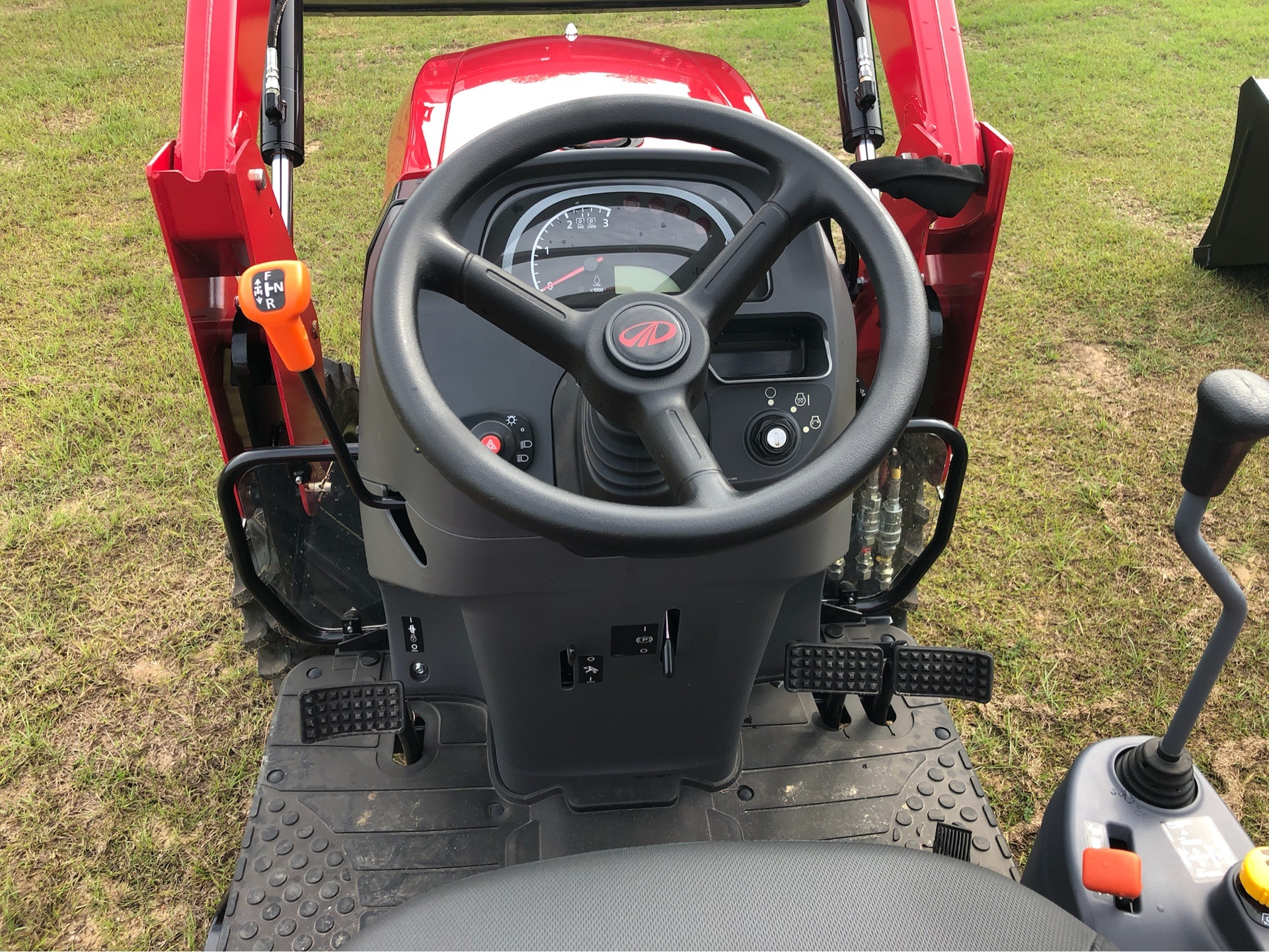 2019 Mahindra 1640 Shuttle in Saucier, Mississippi - Photo 9