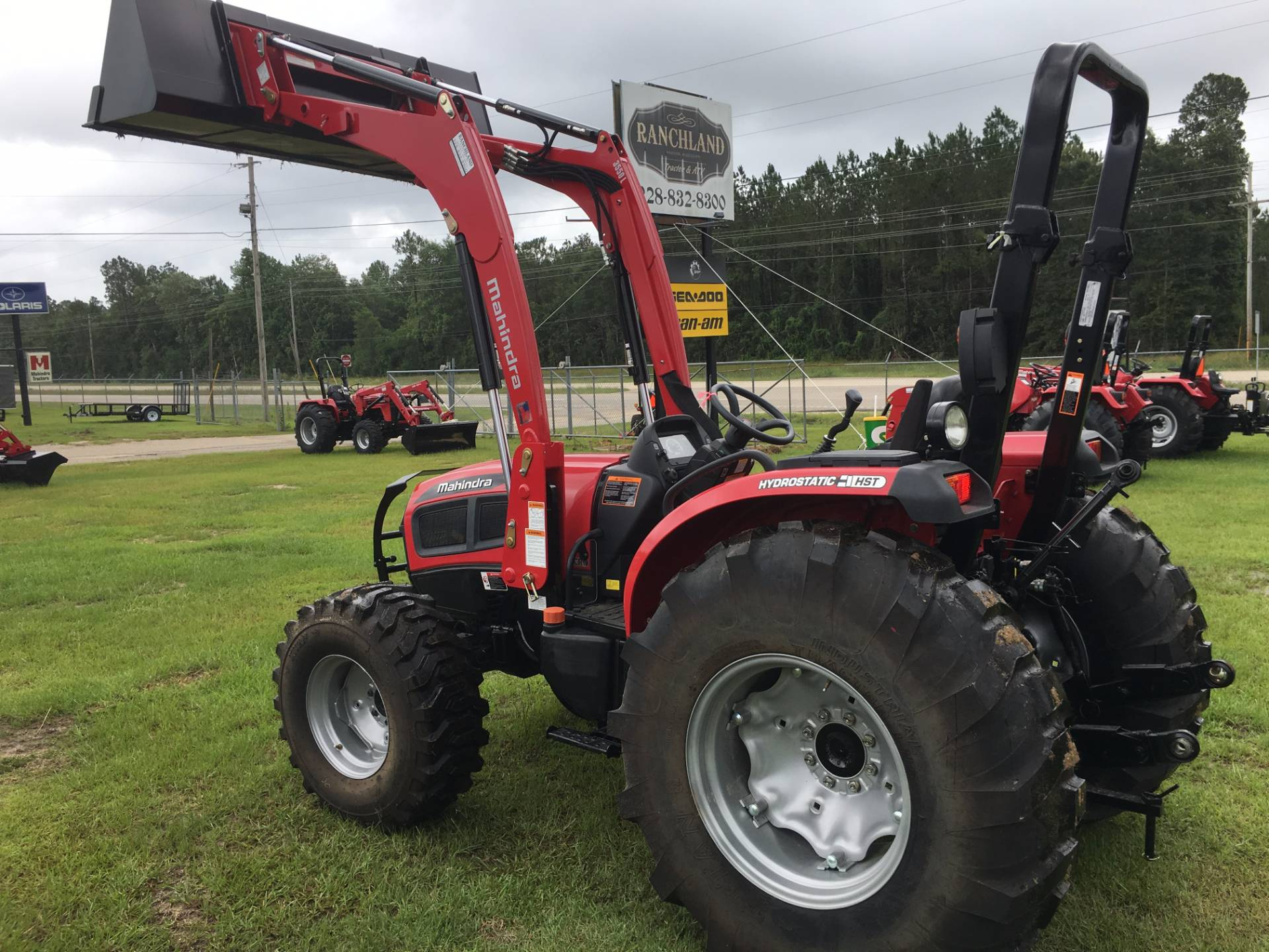 2017 Mahindra 3550 4wd HST with Front End Loader in Saucier, Mississippi