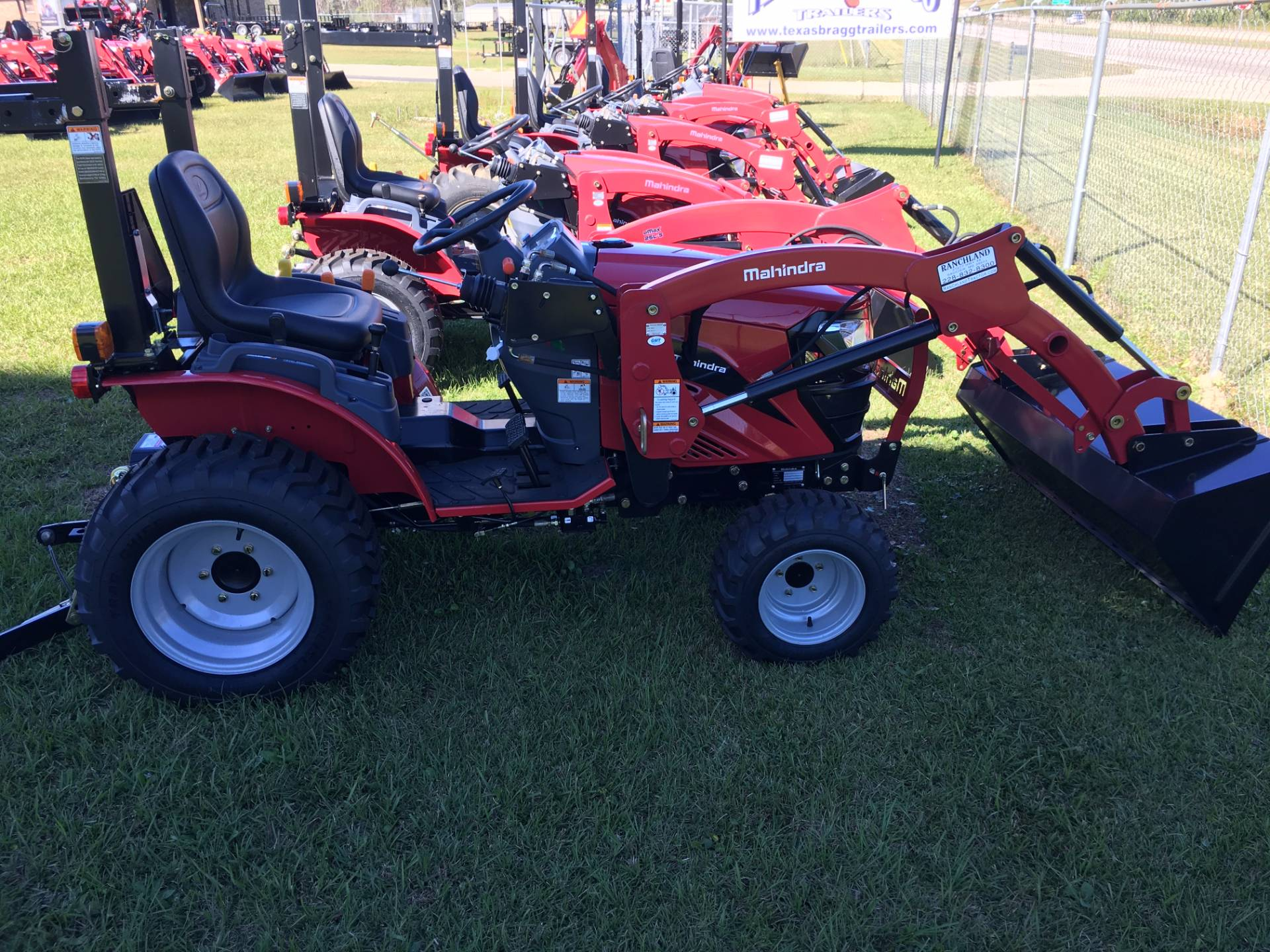2017 Mahindra eMax S 22 4wd Gear Tractor with Front End Loader in Saucier, Mississippi