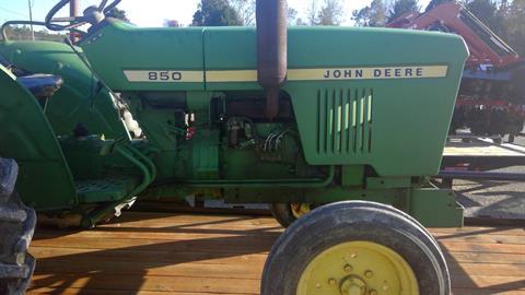 1979 John Deere 850 2wd in Saucier, Mississippi