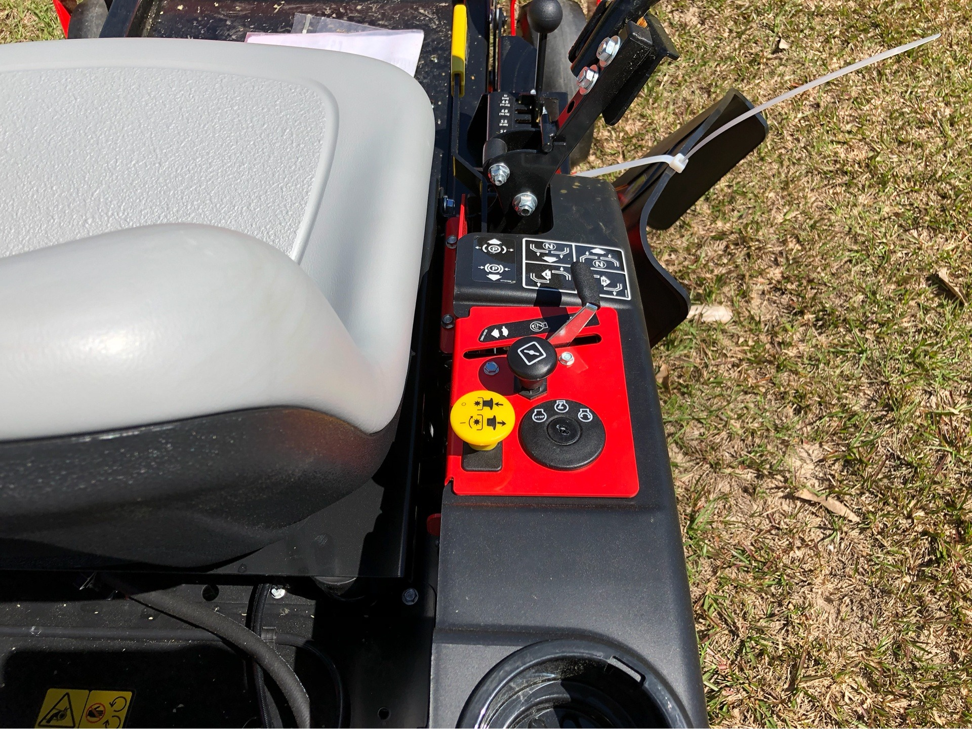 2019 Gravely USA ZT 34 Kohler Zero Turn Mower in Saucier, Mississippi - Photo 9