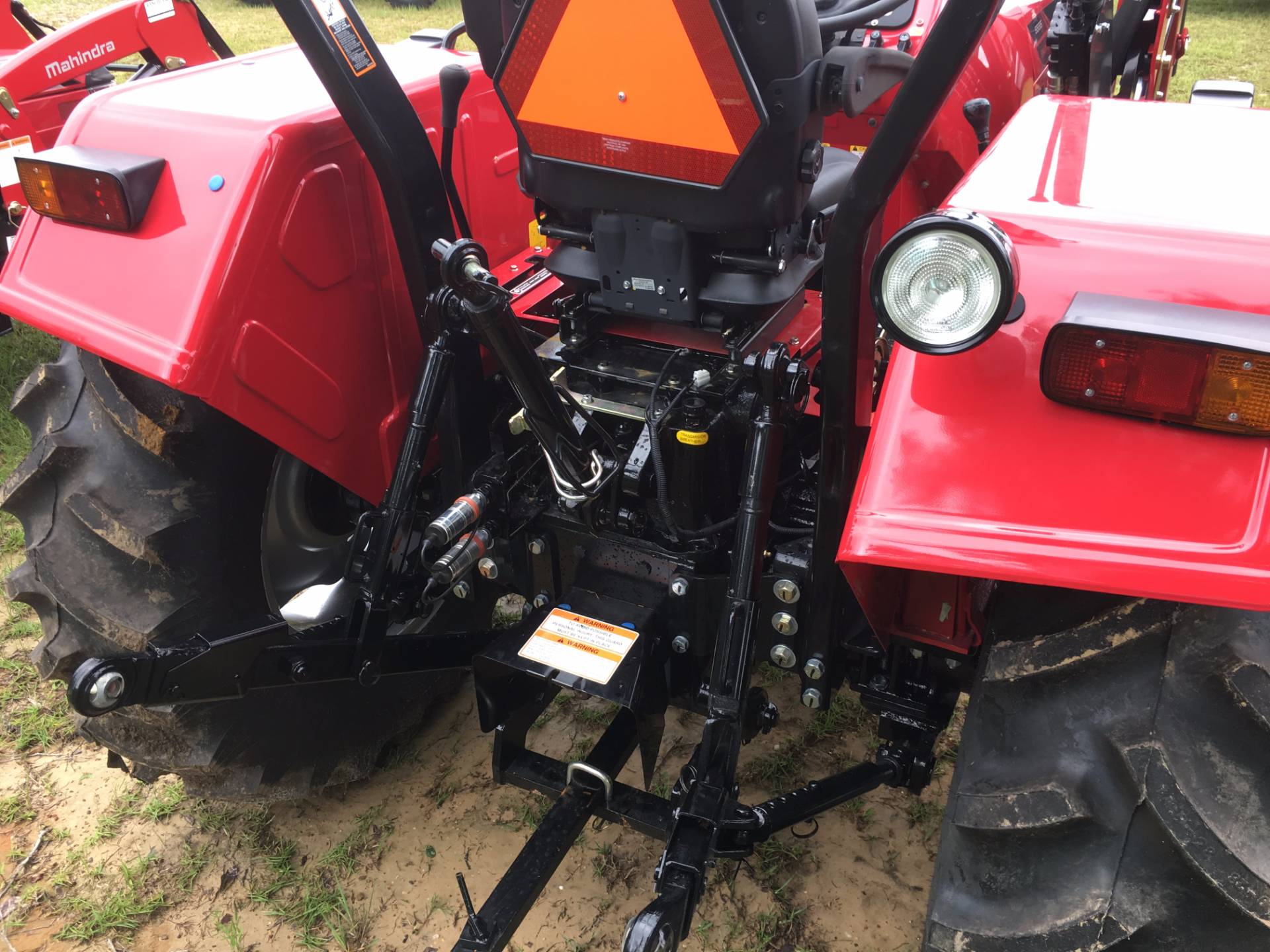 2017 Mahindra 5555 4wd Shuttle with Front End Loader in Saucier, Mississippi