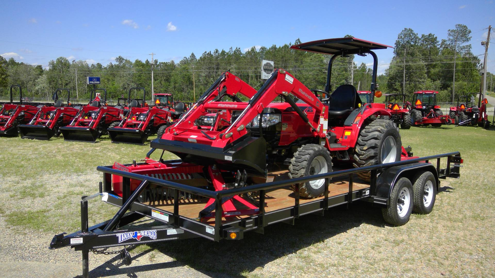2017 Mahindra 1526 4wd HST with Loader in Saucier, Mississippi