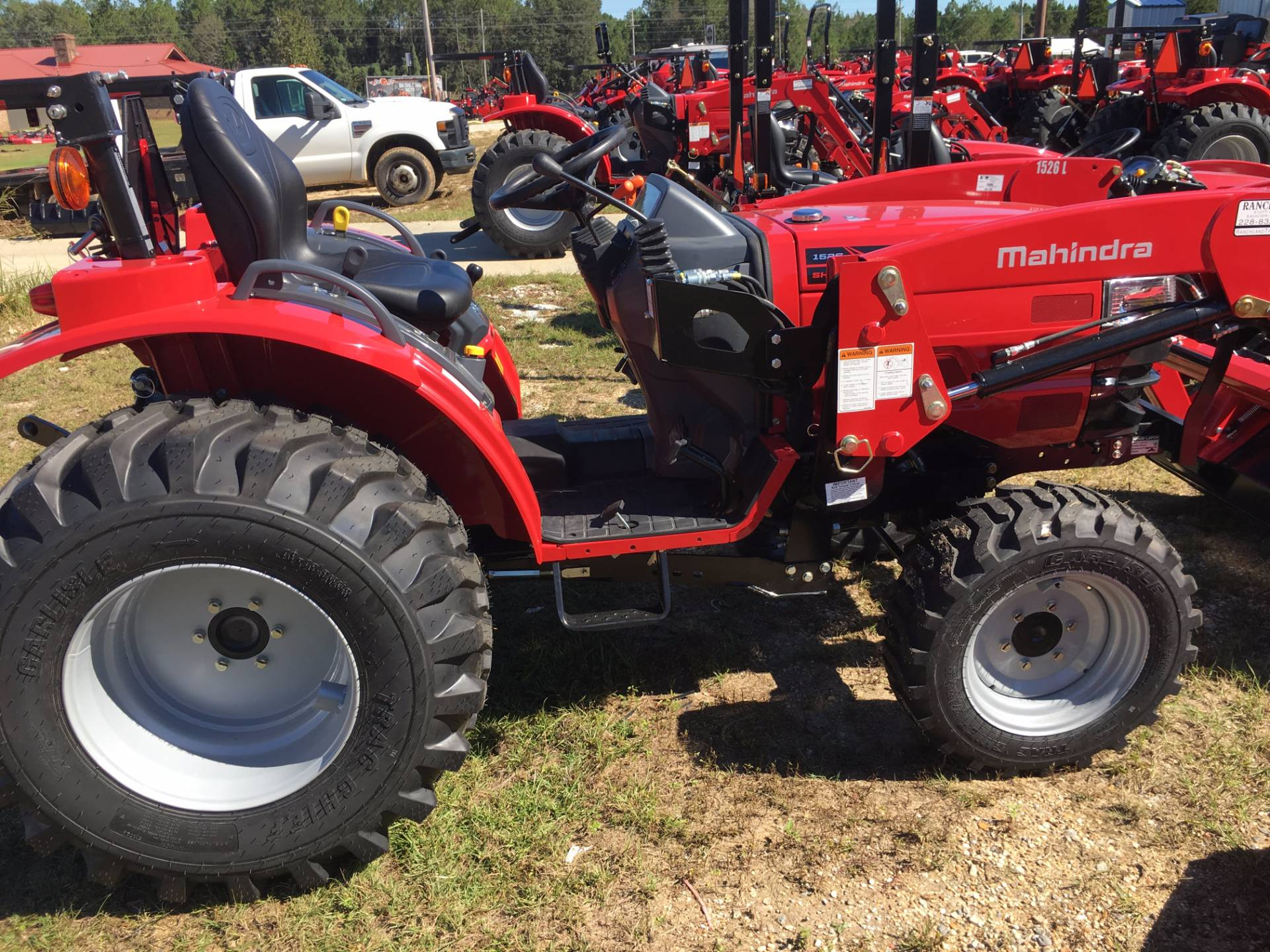 2017 Mahindra 1526 4wd Shuttle with Front End Loader in Saucier, Mississippi