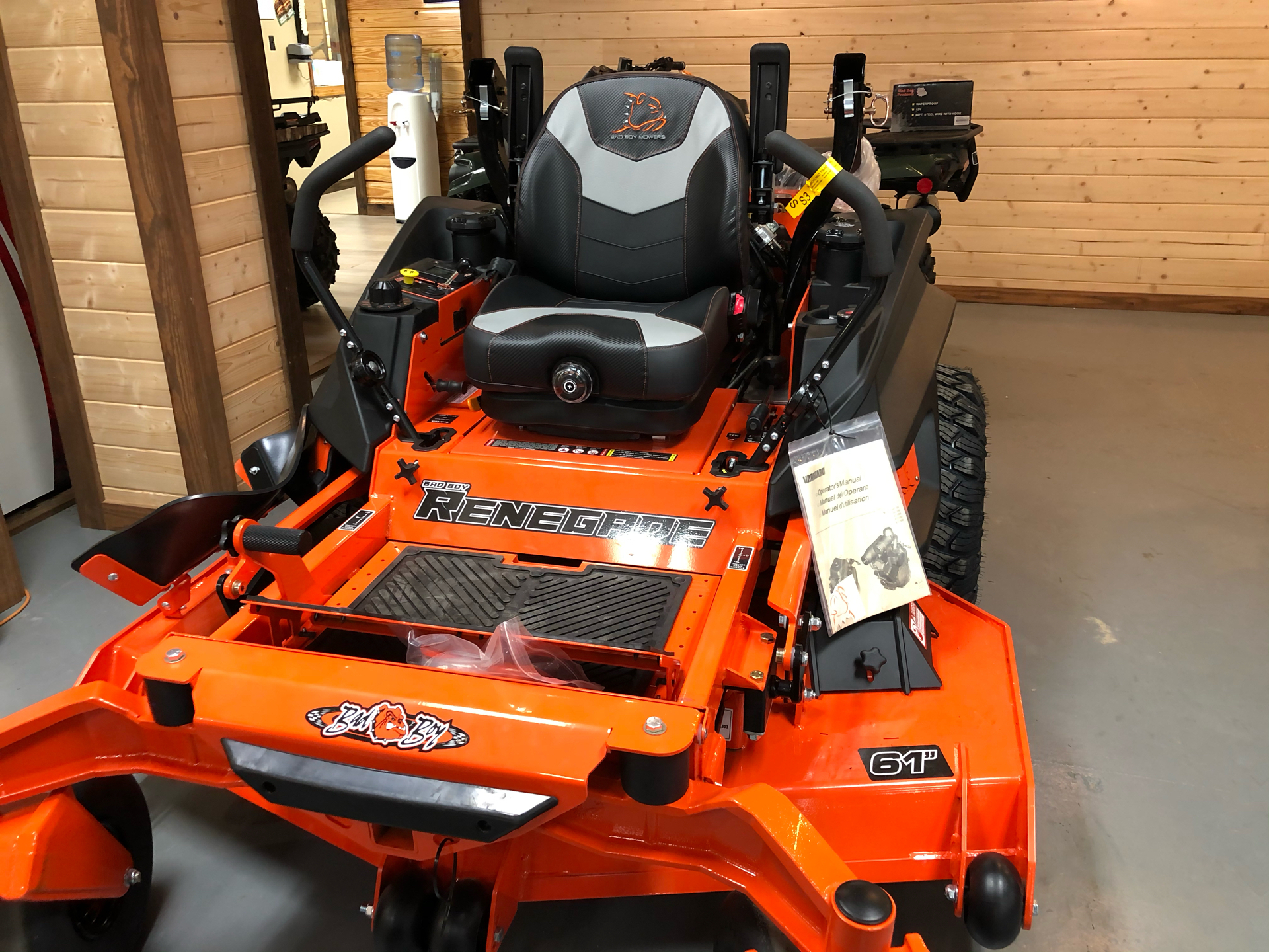 2021 Bad Boy Mowers Renegade 61 in. Vanguard EFI 37 hp in Saucier, Mississippi - Photo 2