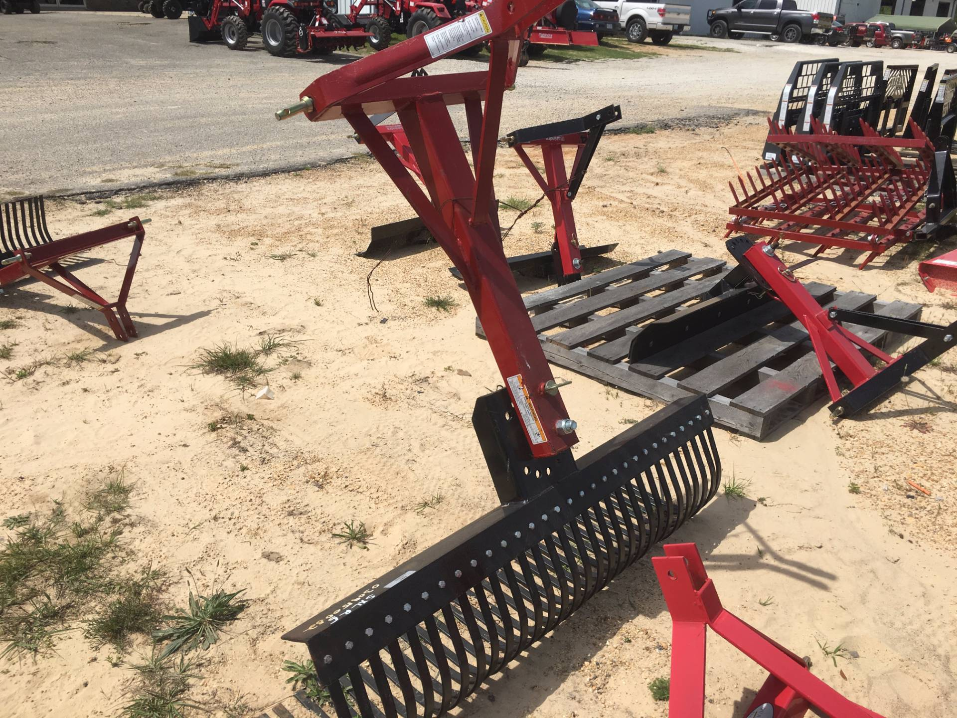2017 WATTS BROTHERS DISTRIBUTING. INC 5' Rake in Saucier, Mississippi