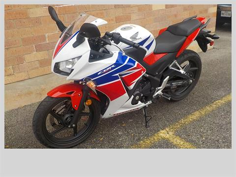 2015 Honda CBR®300R ABS in San Antonio, Texas - Photo 4