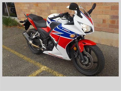 2015 Honda CBR®300R ABS in San Antonio, Texas - Photo 3