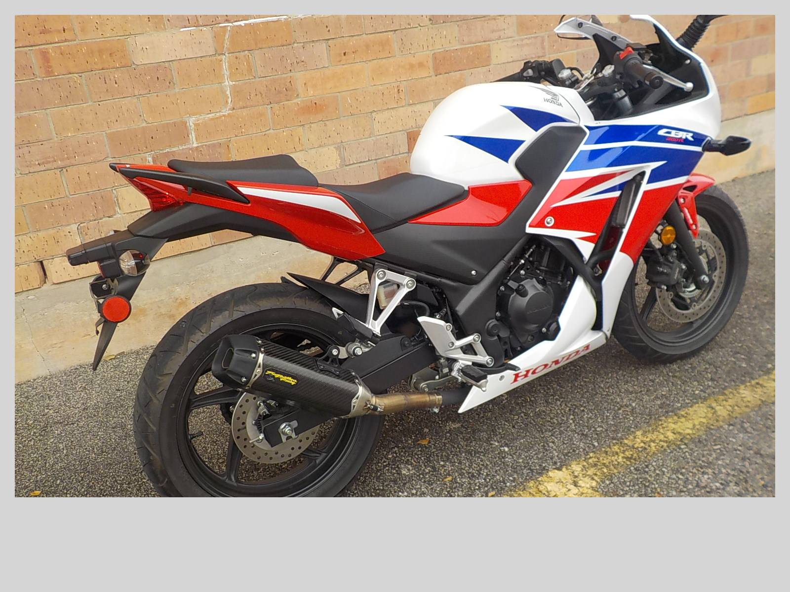 2015 Honda CBR®300R ABS in San Antonio, Texas - Photo 5