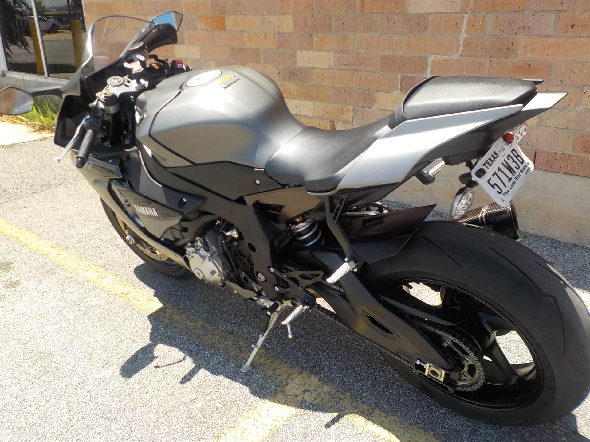 2016 Yamaha YZF-R1 6