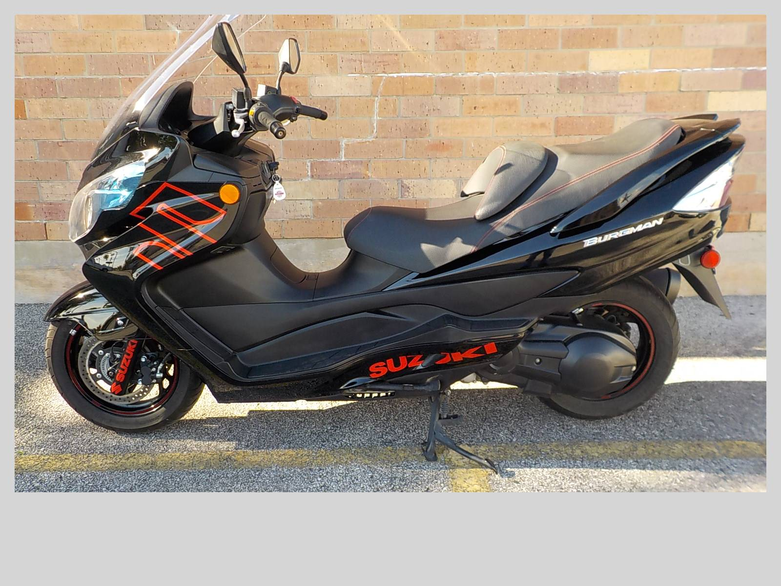 2014 Suzuki Burgman™ 400 ABS in San Antonio, Texas - Photo 2