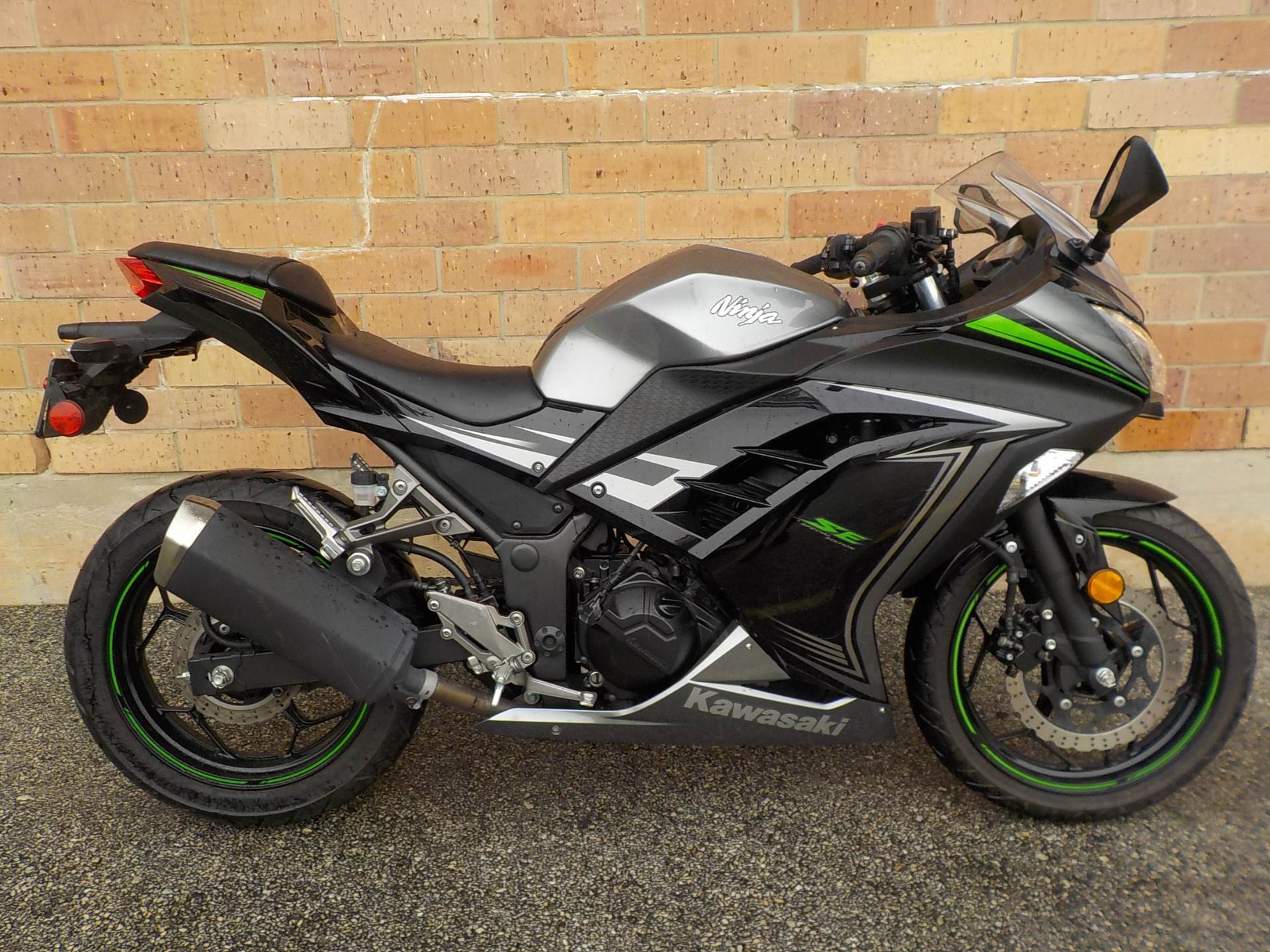 used 2015 kawasaki ninja 300 se motorcycles in san antonio tx stock number 707. Black Bedroom Furniture Sets. Home Design Ideas