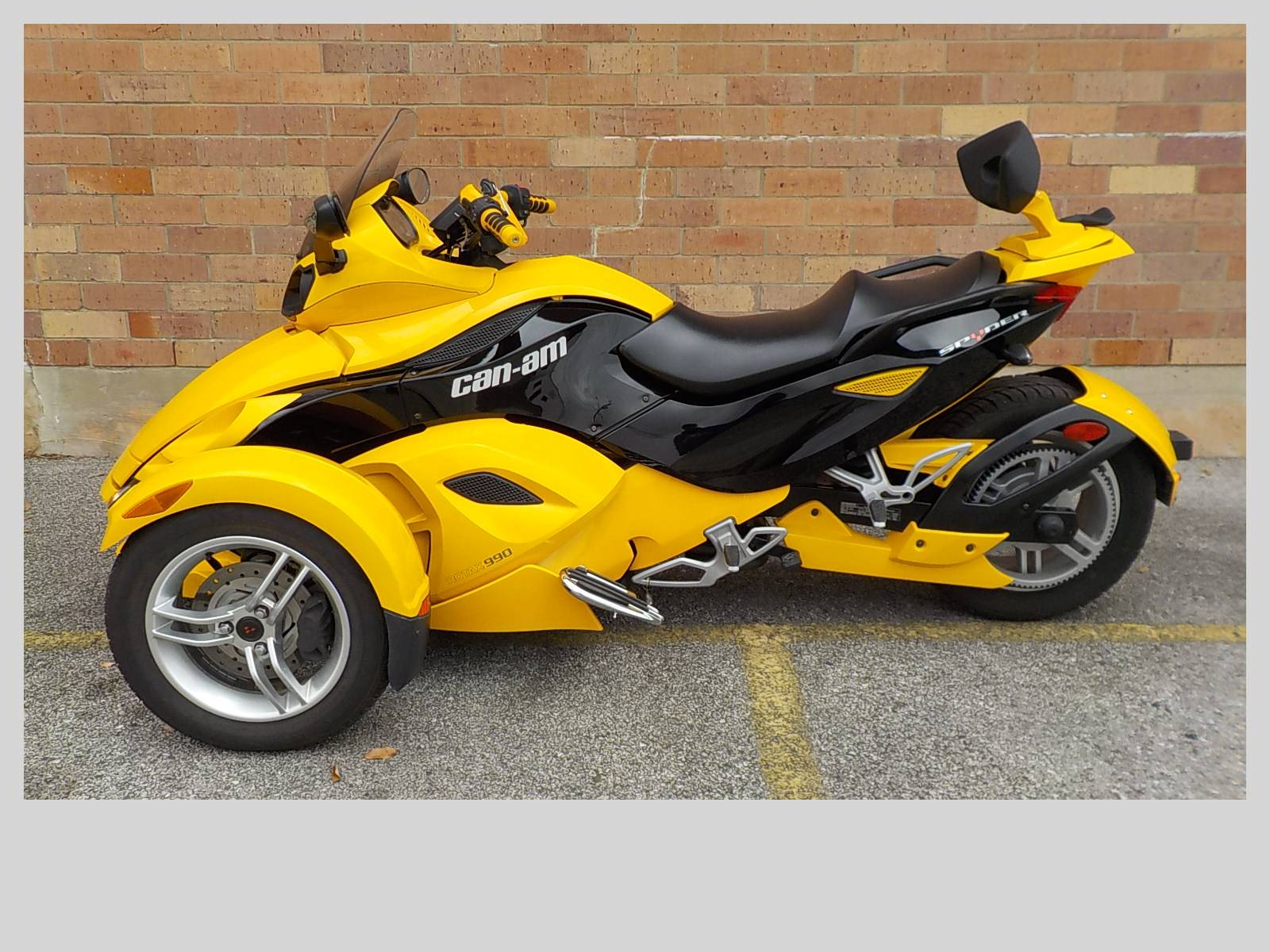 2009 Can-Am Spyder™ GS Roadster with SE5 Transmission (semi auto) in San Antonio, Texas - Photo 2