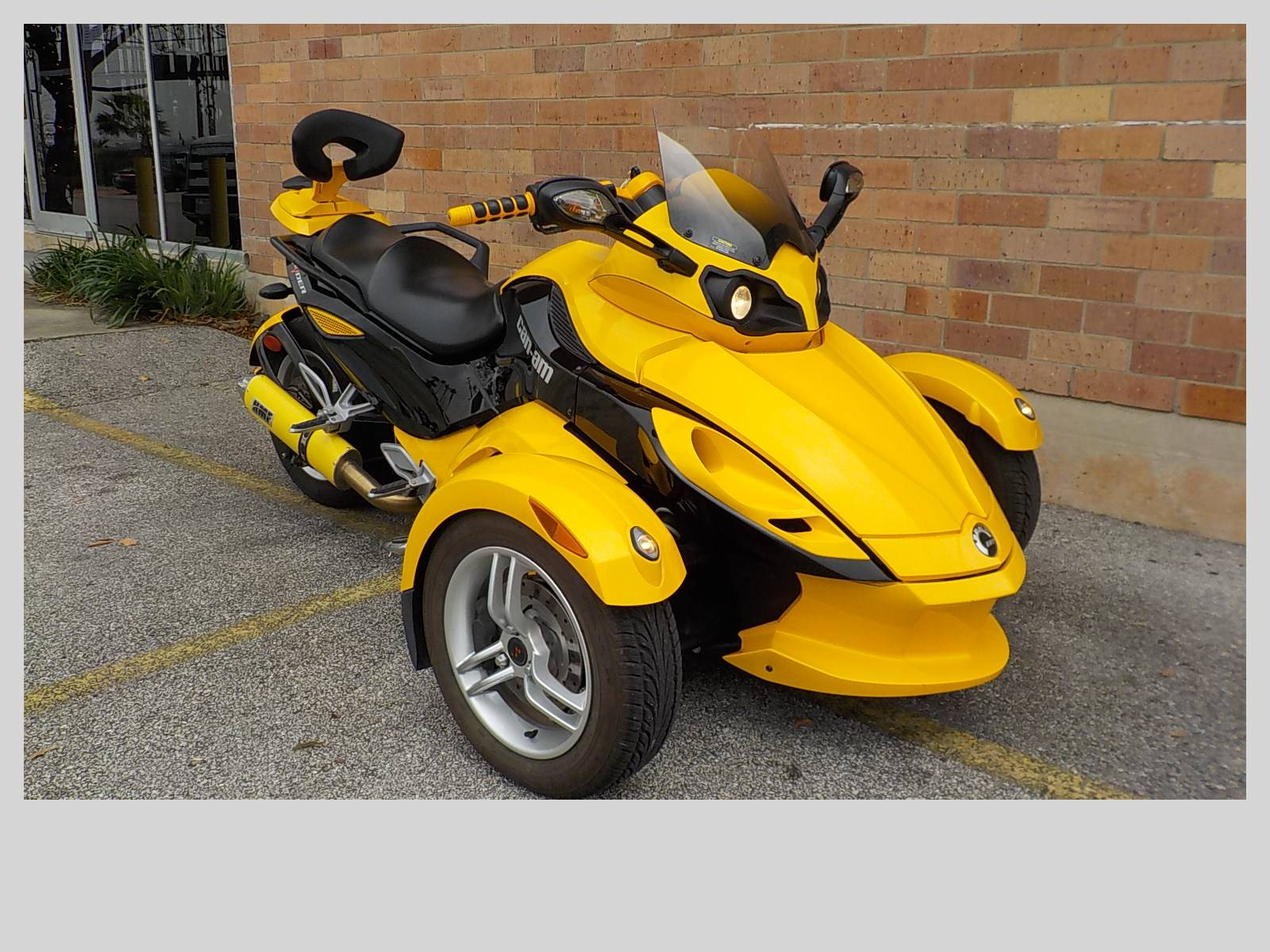 2009 Can-Am Spyder™ GS Roadster with SE5 Transmission (semi auto) in San Antonio, Texas - Photo 3