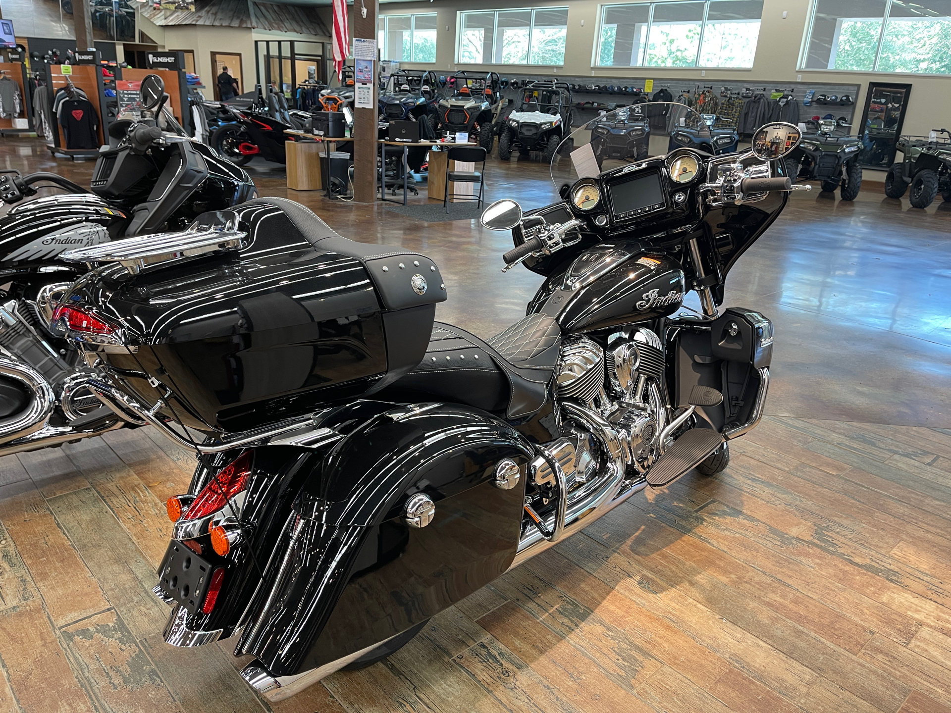 2021 Indian Roadmaster® in Fleming Island, Florida - Photo 4