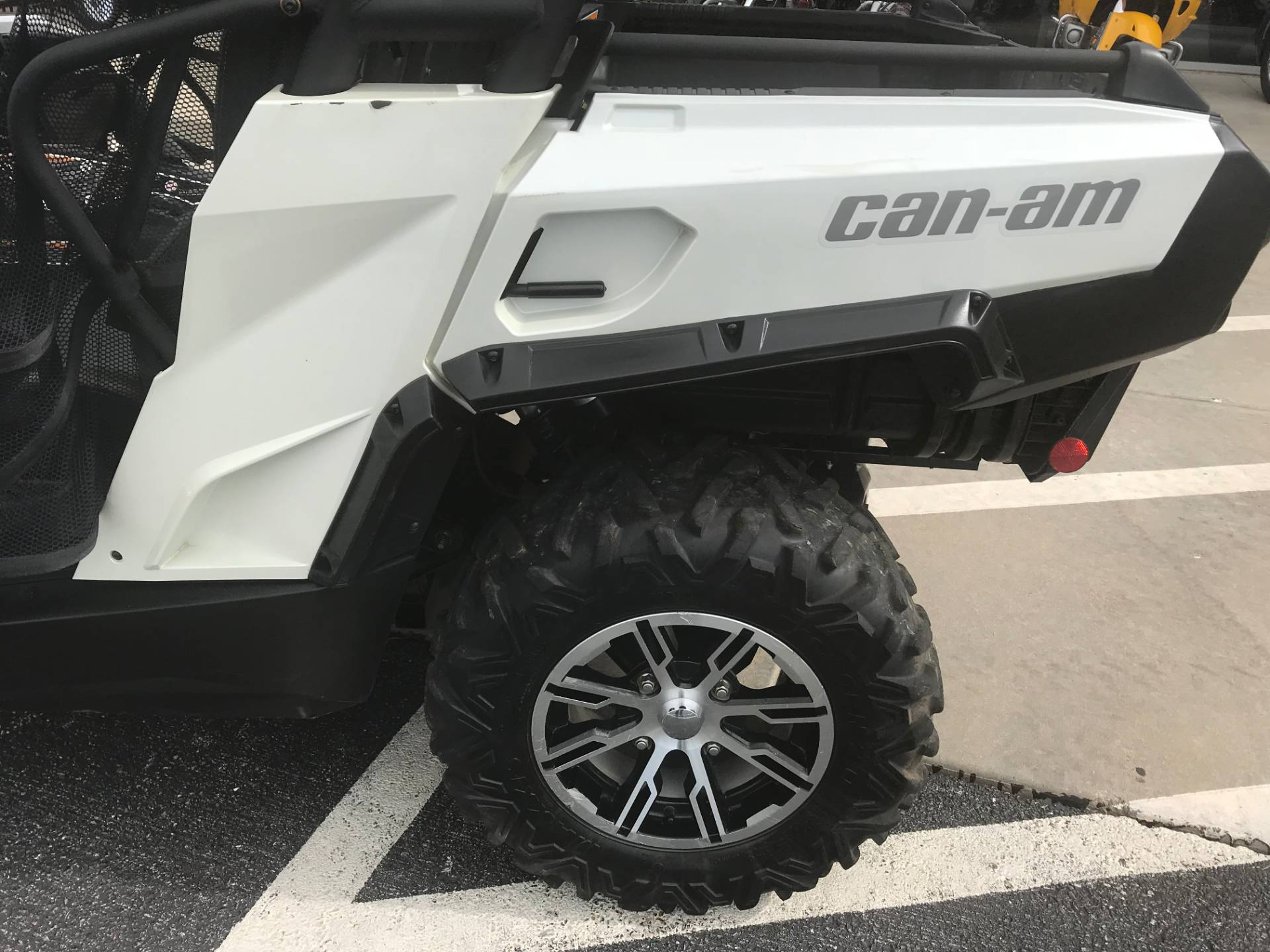 2014 Can-Am Commander™ Limited 1000 in Springfield, Missouri