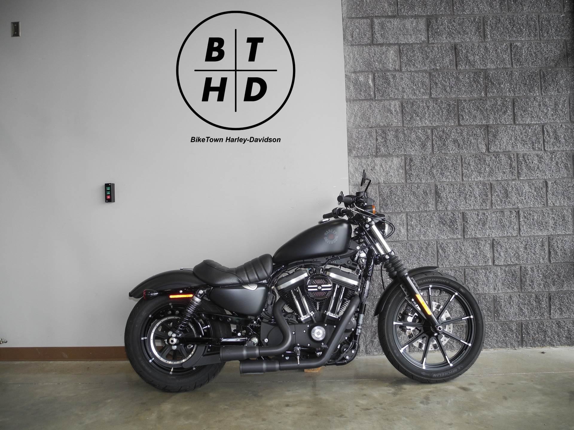 2019 Harley-Davidson Iron 883™ in Youngstown, Ohio - Photo 1
