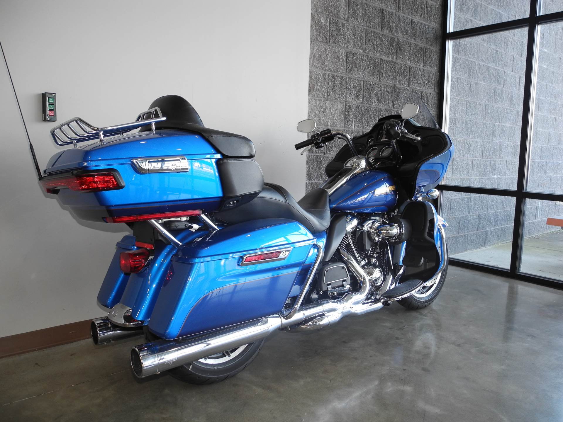2017 Harley-Davidson Road Glide® Ultra in Youngstown, Ohio - Photo 3