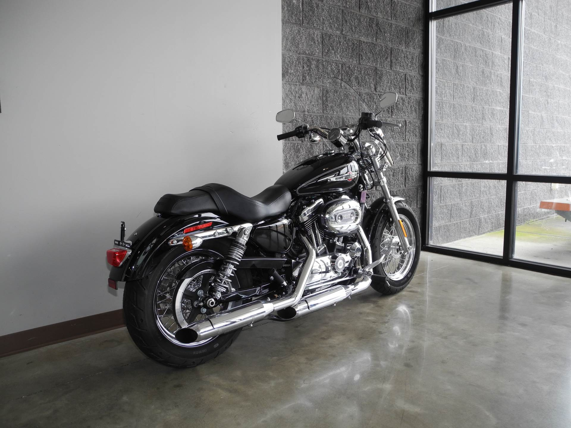 2017 Harley-Davidson 1200 Custom in Youngstown, Ohio - Photo 3