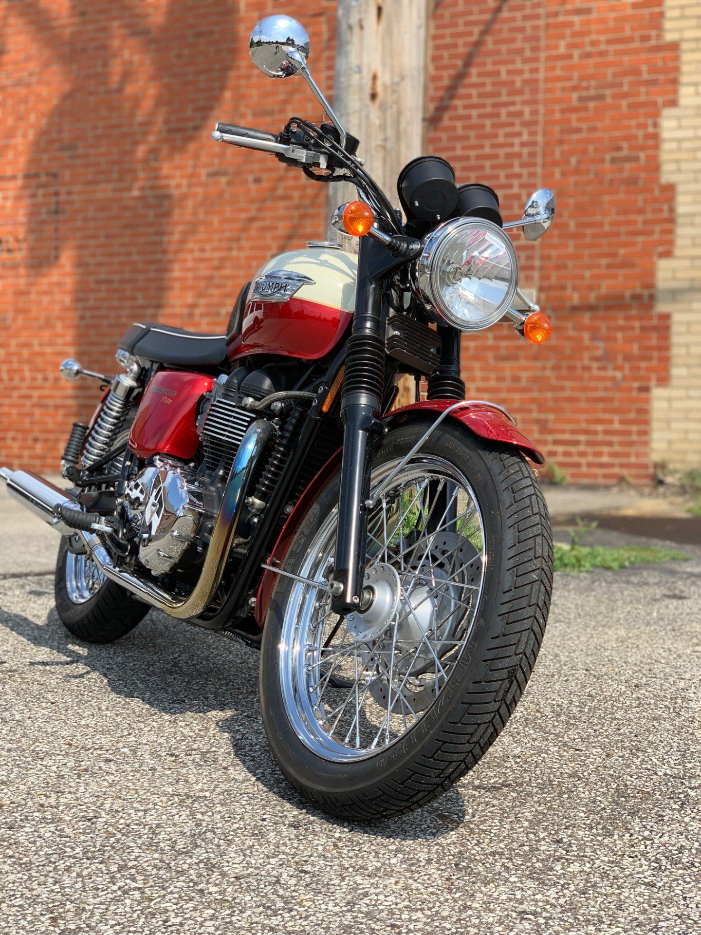 2012 Triumph Bonneville T100 - Cranberry / New England White in Cleveland, Ohio - Photo 2