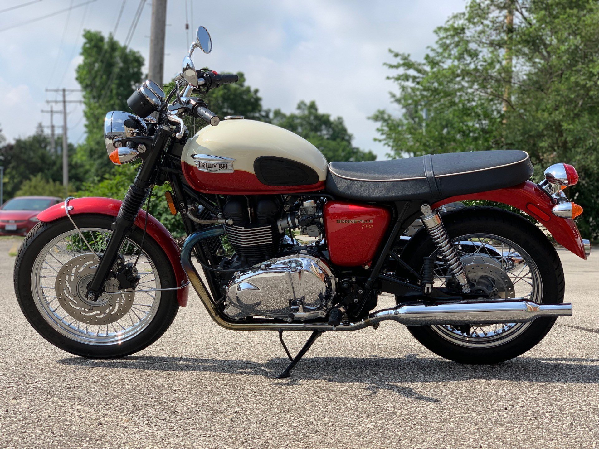 2012 Triumph Bonneville T100 - Cranberry / New England White in Cleveland, Ohio - Photo 3