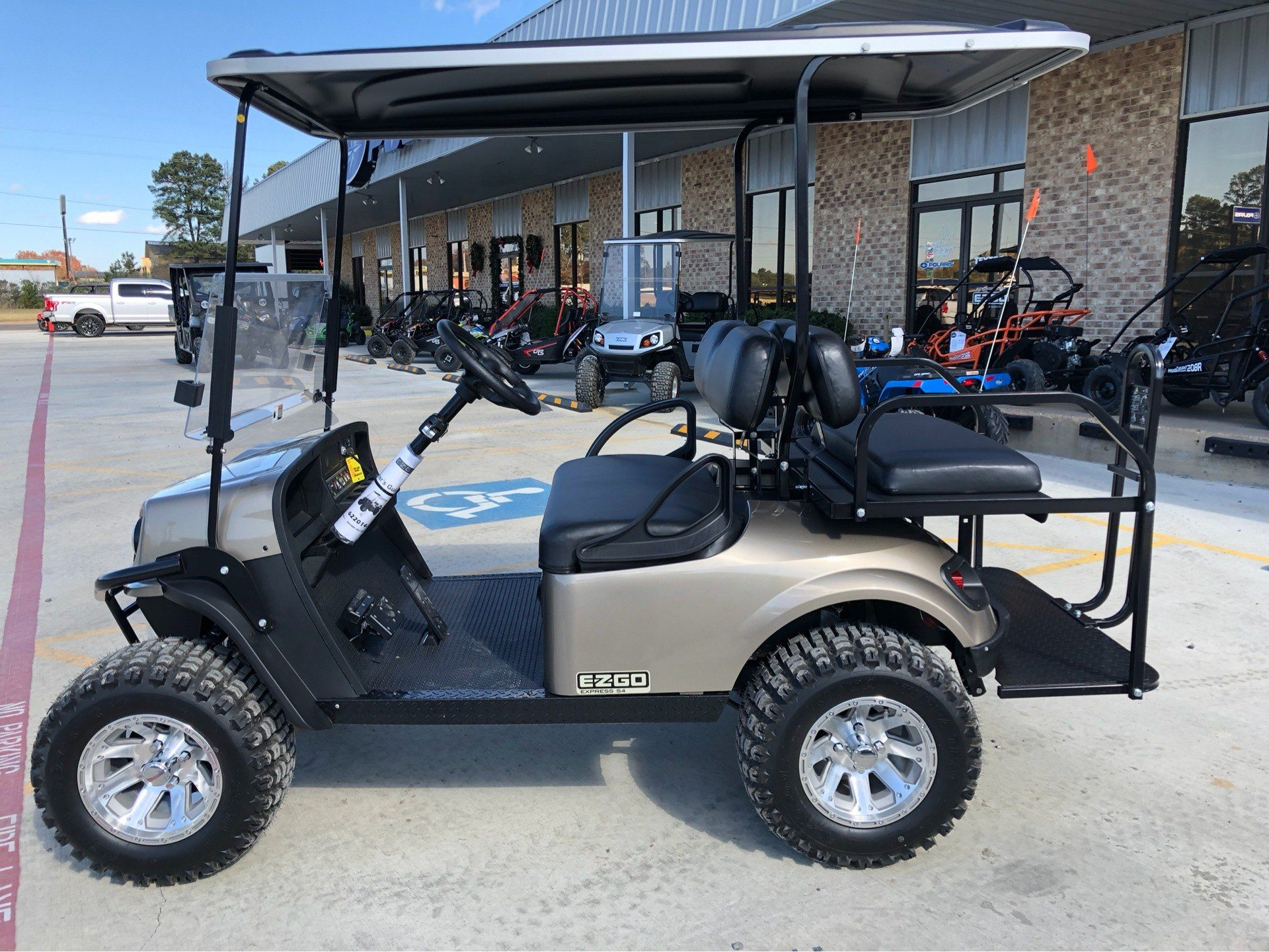 2019 E-Z-GO Express S4 Electric in Marshall, Texas - Photo 2