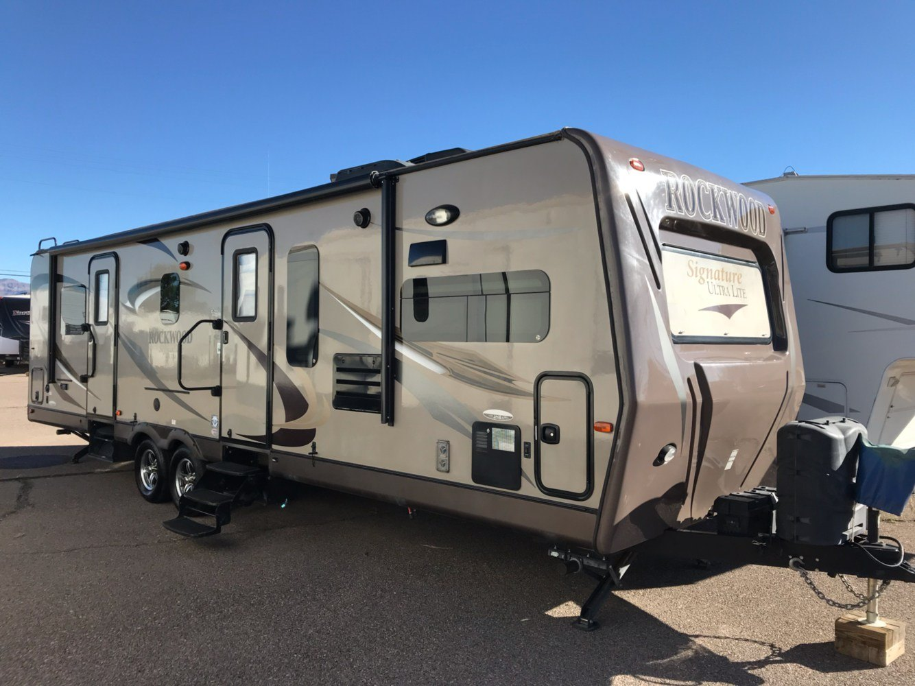 2013 FOREST RIVER Signature Ultra Light in Safford, Arizona