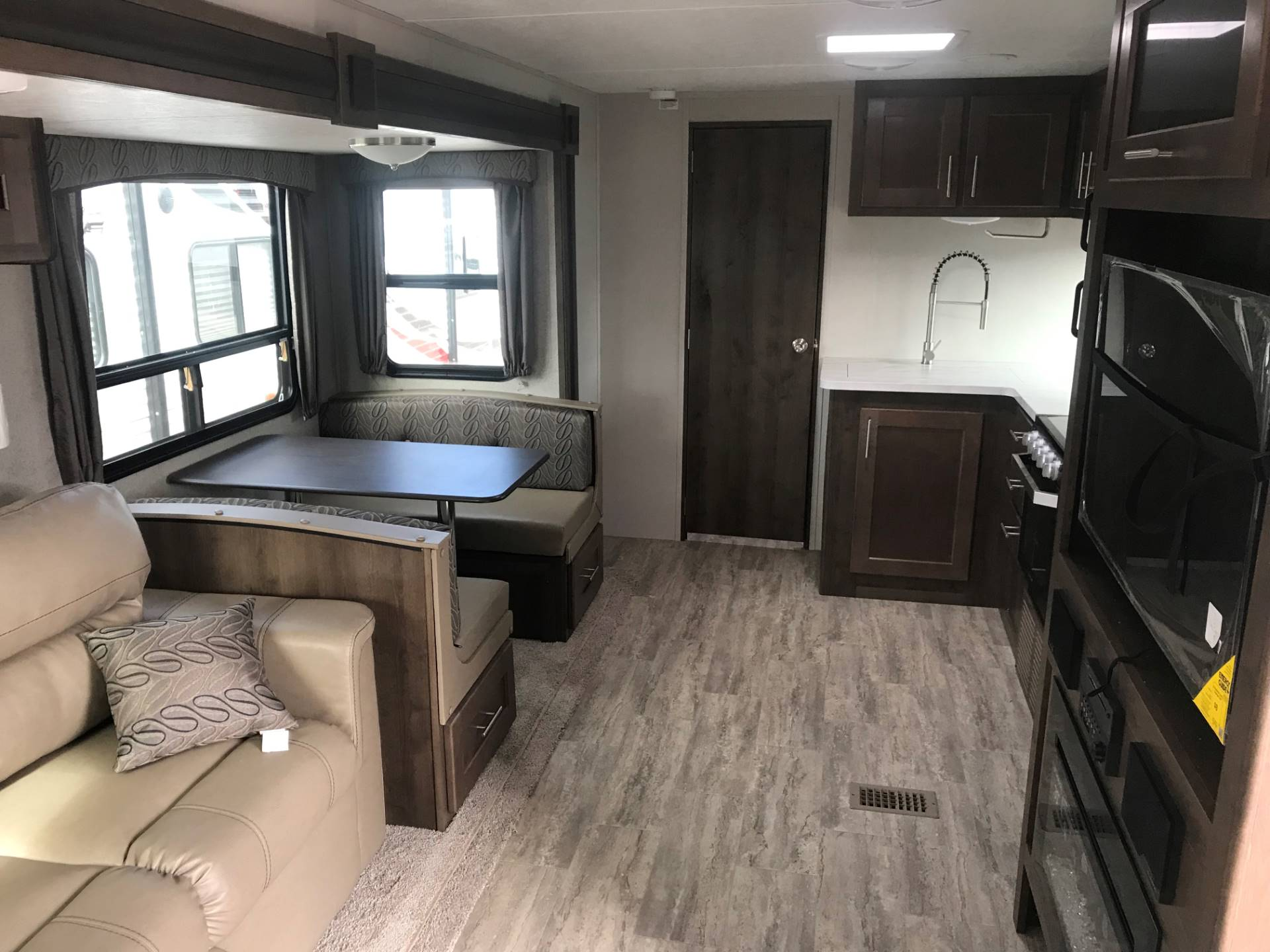 2019 FOREST RIVER WCT268DBX in Safford, Arizona - Photo 3