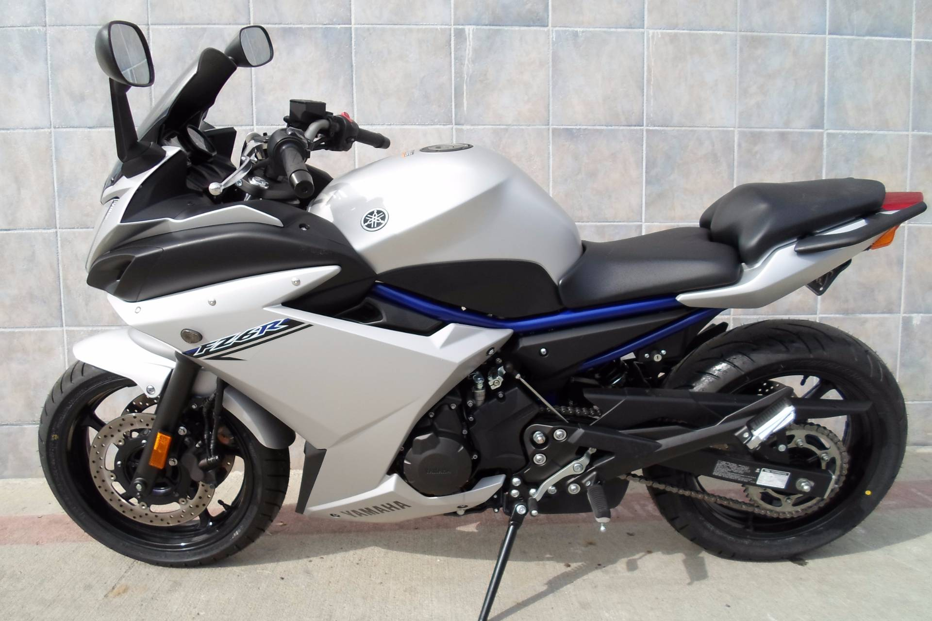 2017 Yamaha FZ6R in San Marcos, California