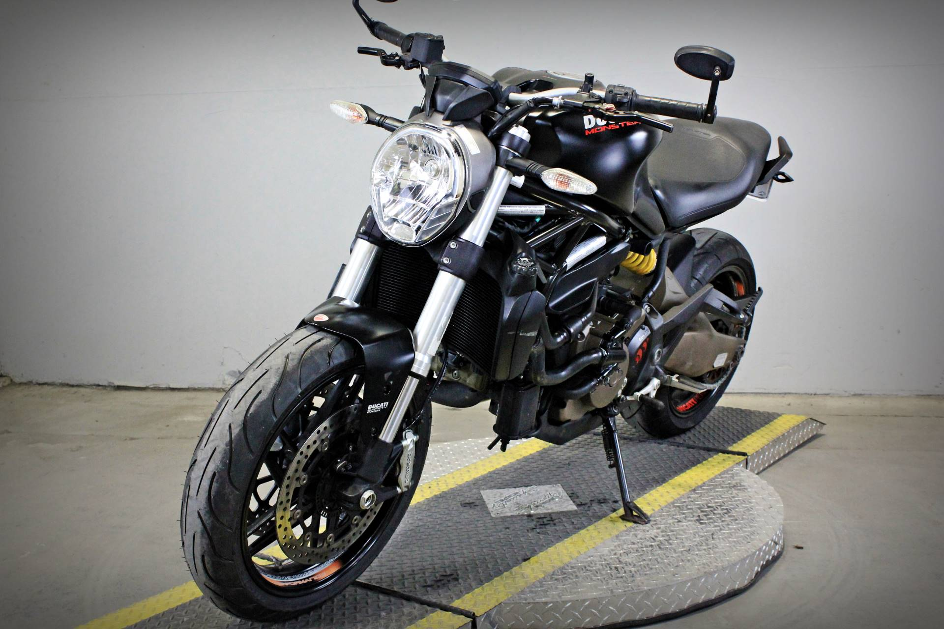 2015 Ducati Monster 821 Dark in Sacramento, California - Photo 3